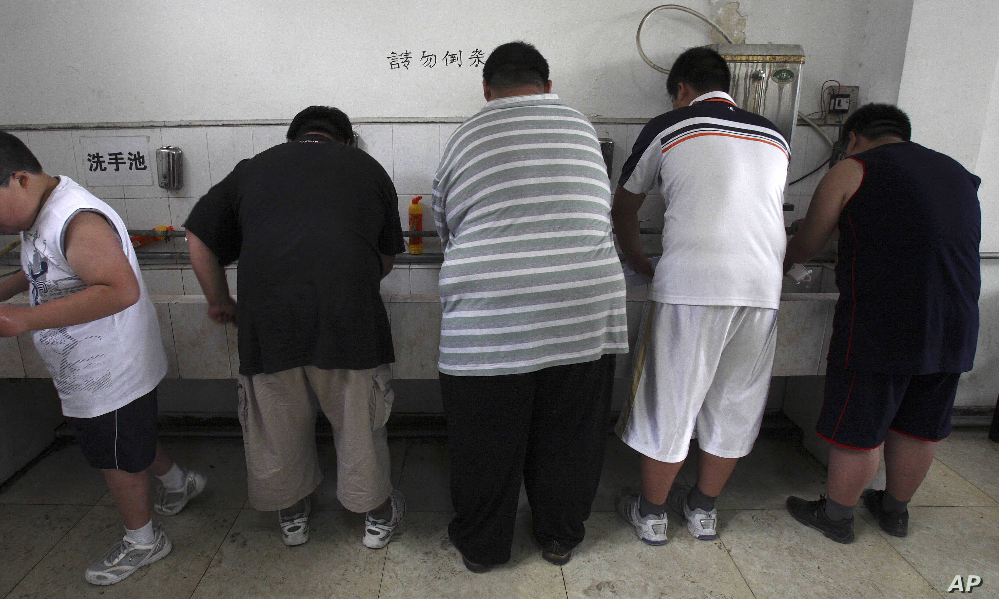 FILE -  In this July 24, 2008 file photo, obese patients wash their plates after lunch at the Aimin Fat Reduction Hospital in Tianjin, China. A study released at that time said China had surpassed some richer countries long plagued with diabetes to d...