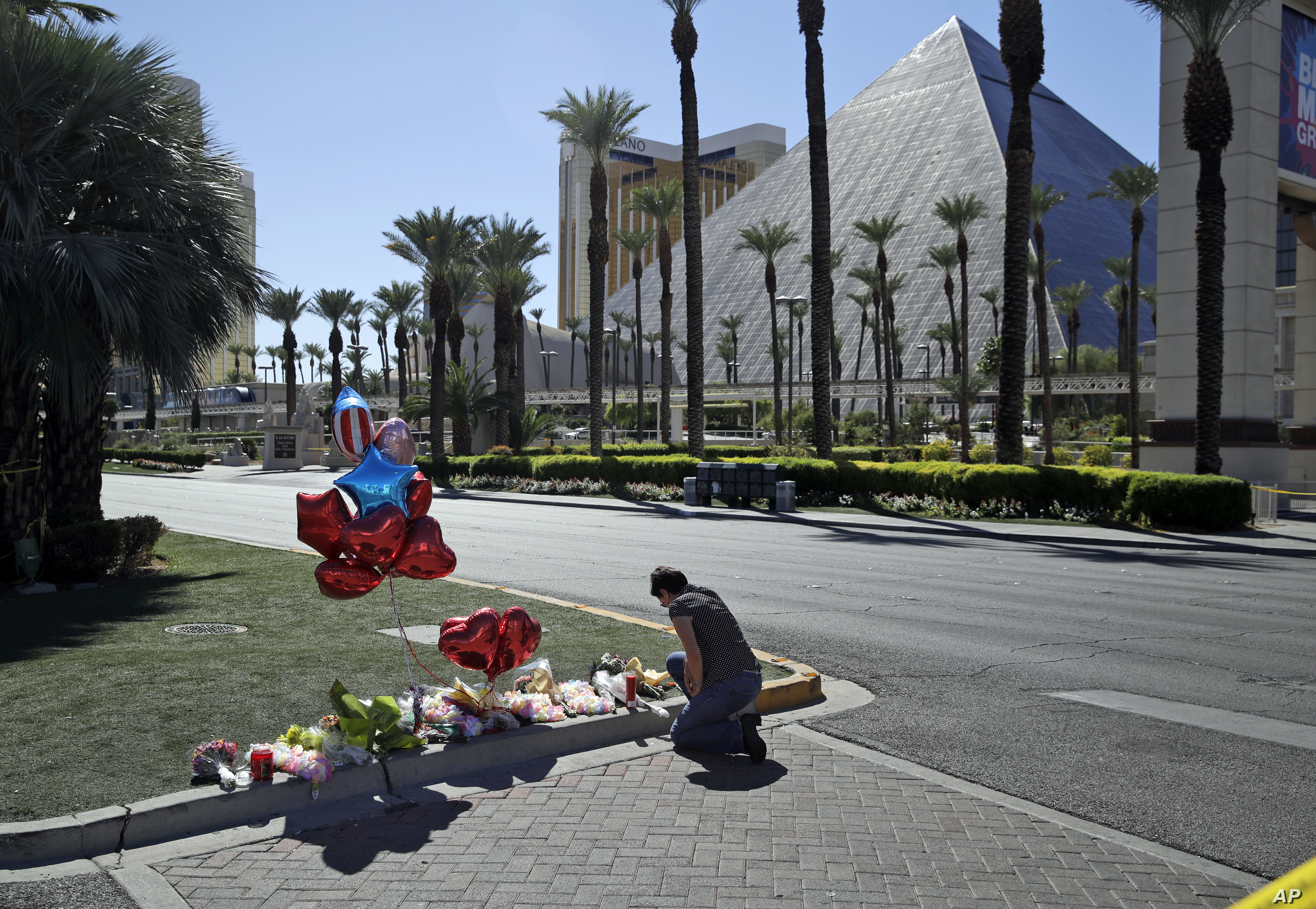 Charlene Ragsdale pauses at a memorial in Las Vegas, Oct. 3, 2017, for those killed Oct. 1 when a gunman opened fire on an outdoor music concert.