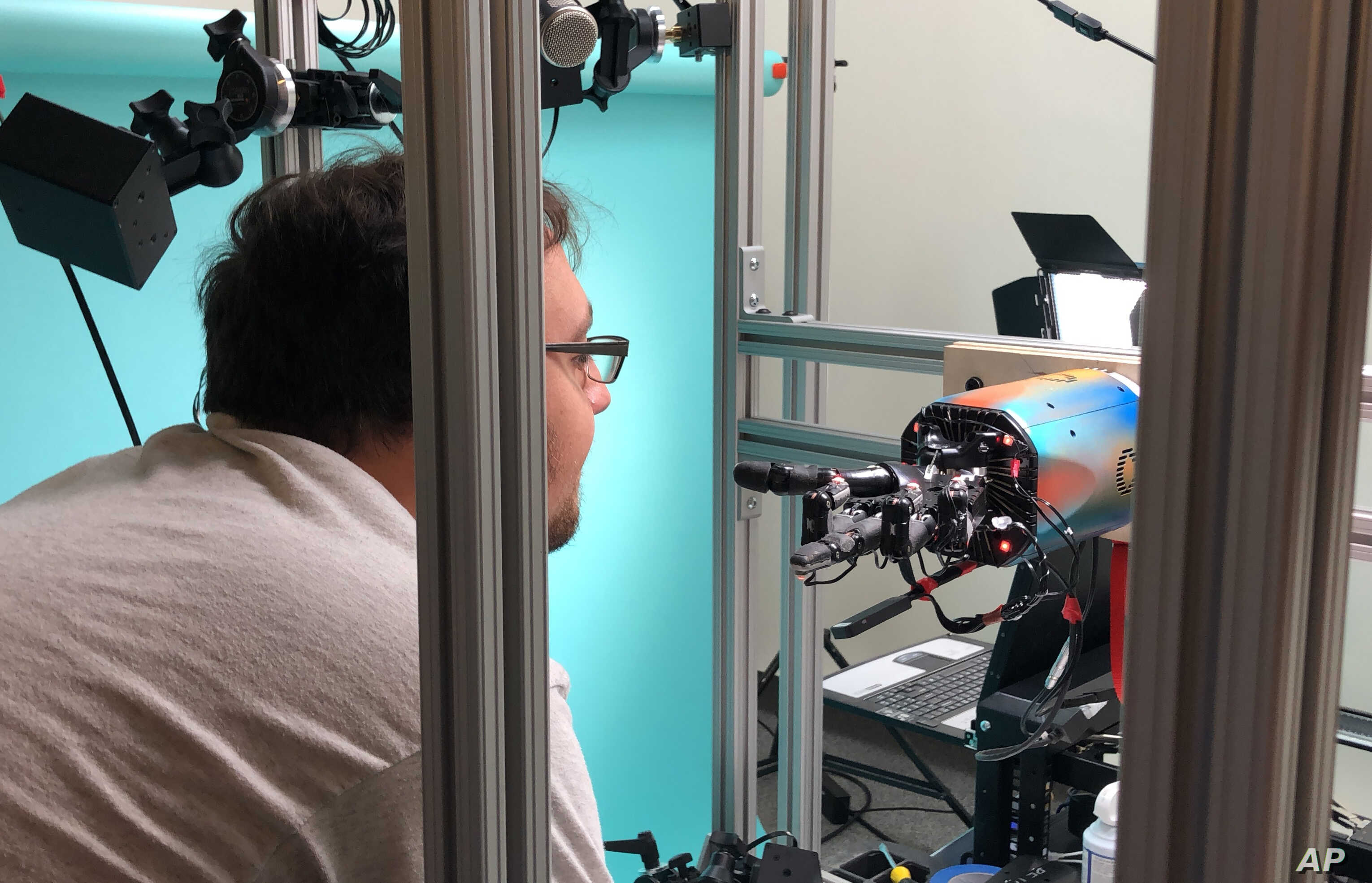 Robotic Hand Can Juggle Cube — With Lots of Training   Voice of