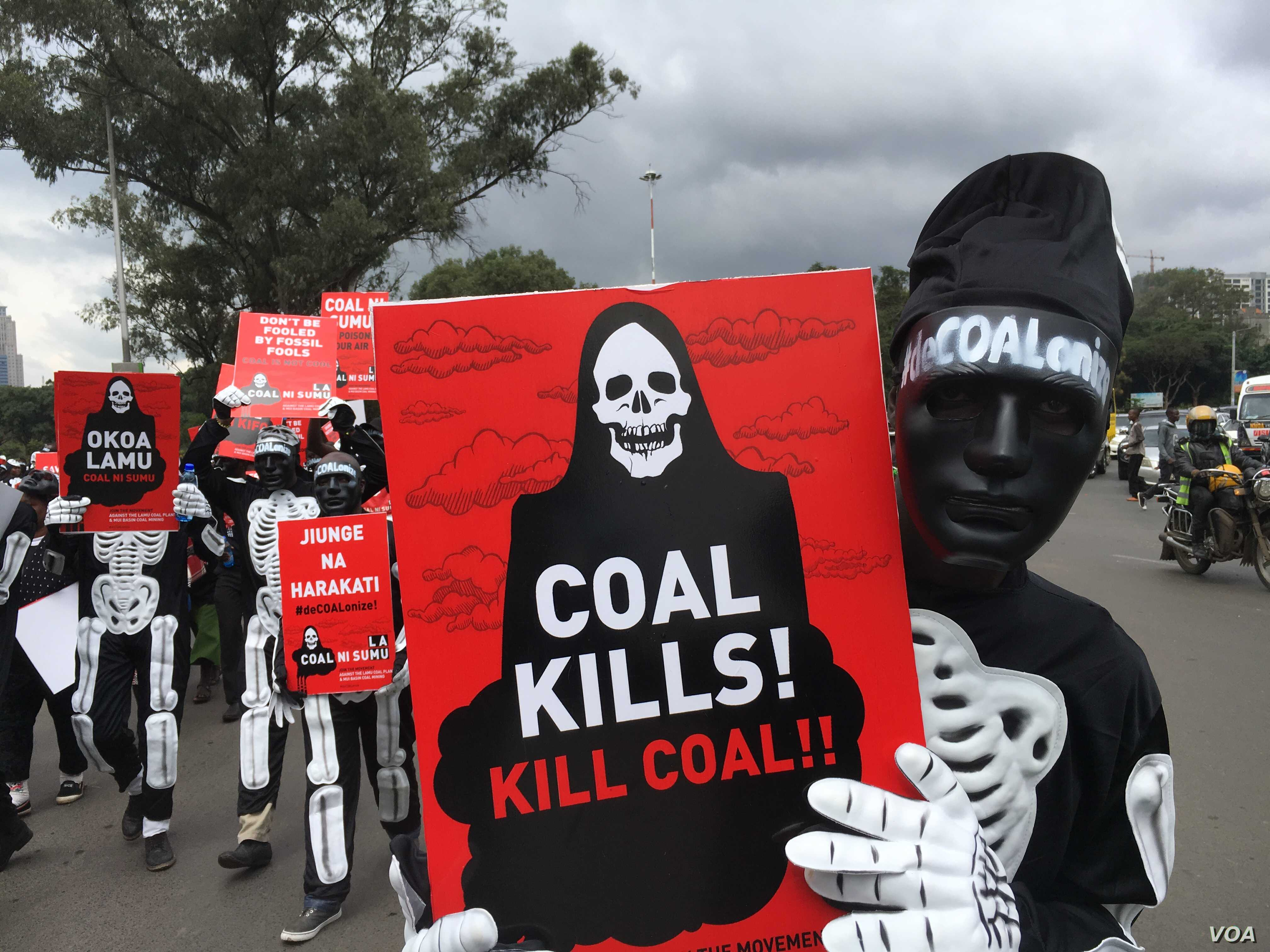 At least 100 protesters, some dressed in skeleton costumes, rally in the streets of Nairobi, Kenya, June 5, 2018, against government plans to construct a coal power plant in the city of Lamu. (M. Yusuf/VOA)