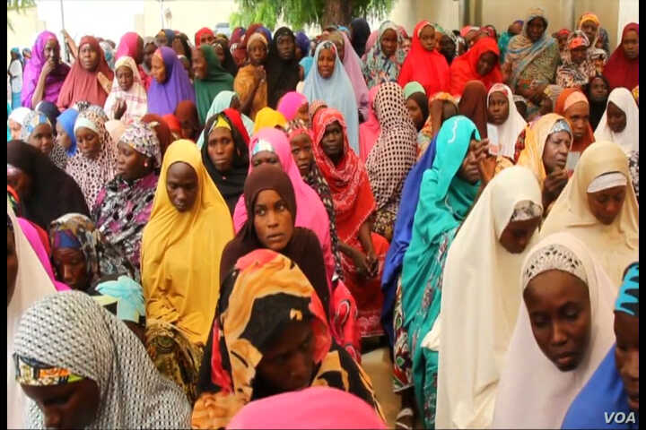 Widows registering for monthly foods supplies from the ICRC in Maiduguri, Nigeria, September 2015.