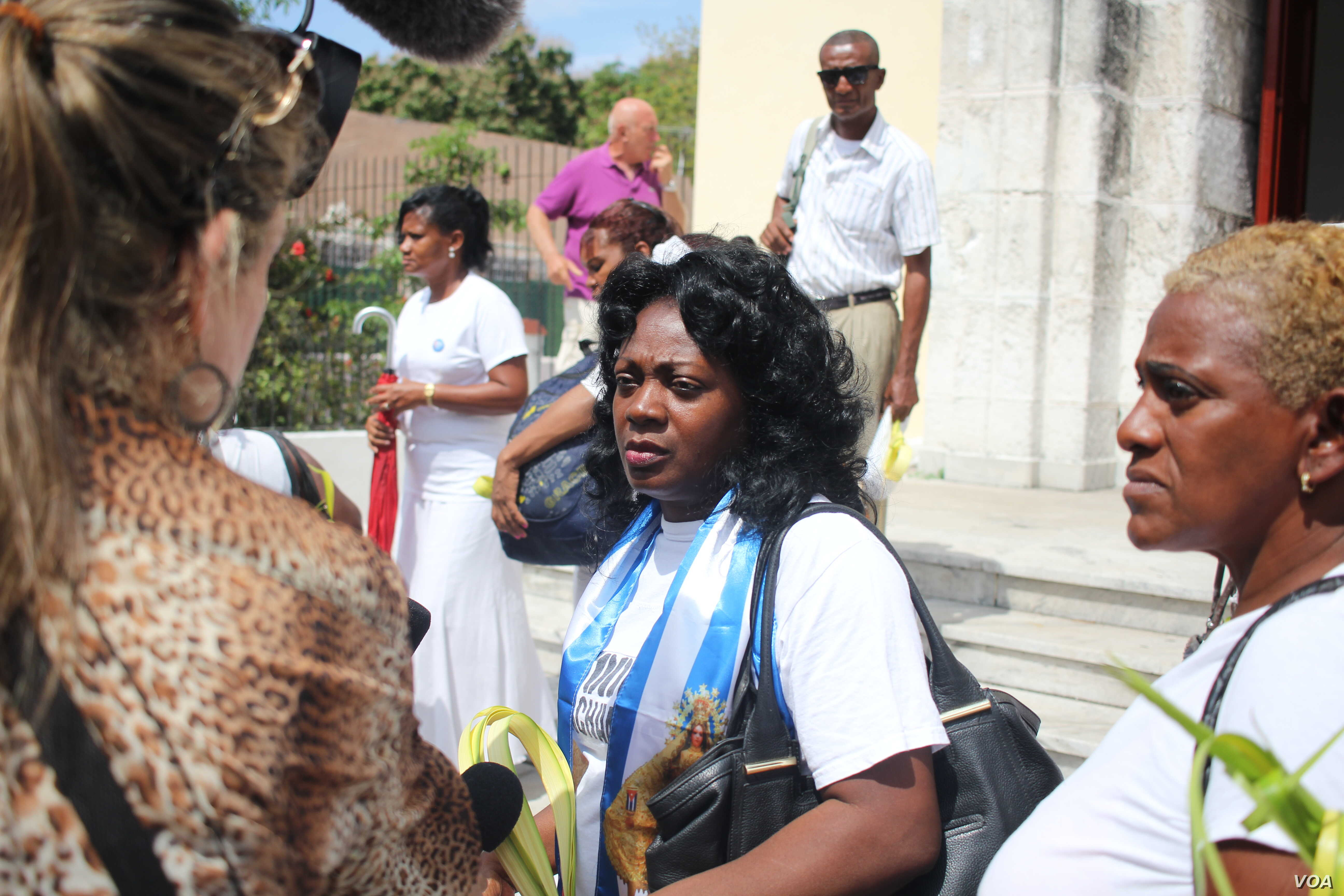 Berta Soler speaks with the media outside St. Rita's Church in Havana on March 20, 2016, hours before her arrest. (V. Macchi/VOA)