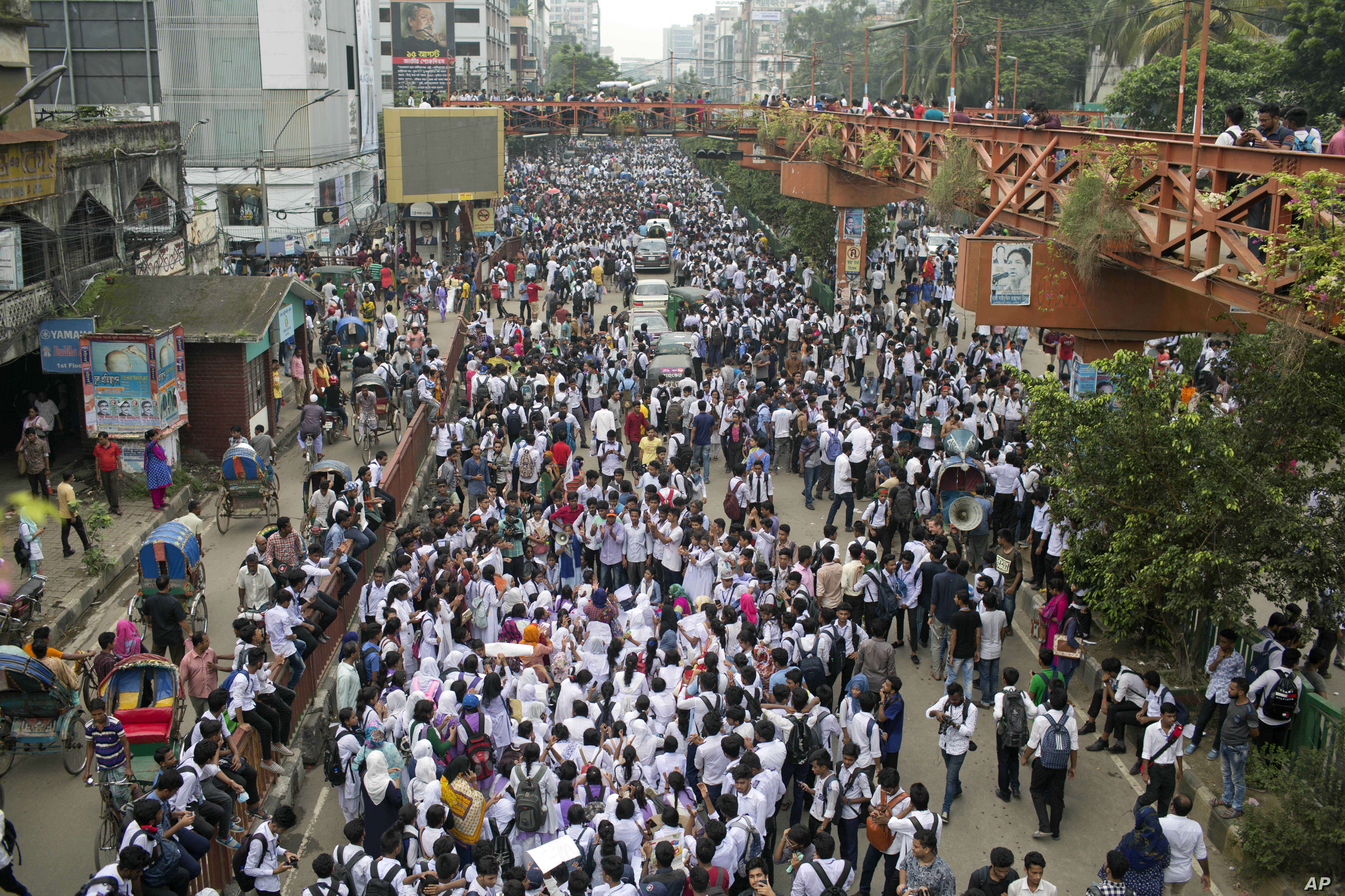 Bangladeshi students shout slogans and block a road during a protest in Dhaka, Bangladesh, Aug. 4, 2018. Days of protests by tens of thousands of students angry about the traffic deaths of two of their colleagues have largely cut off the capital, Dha...