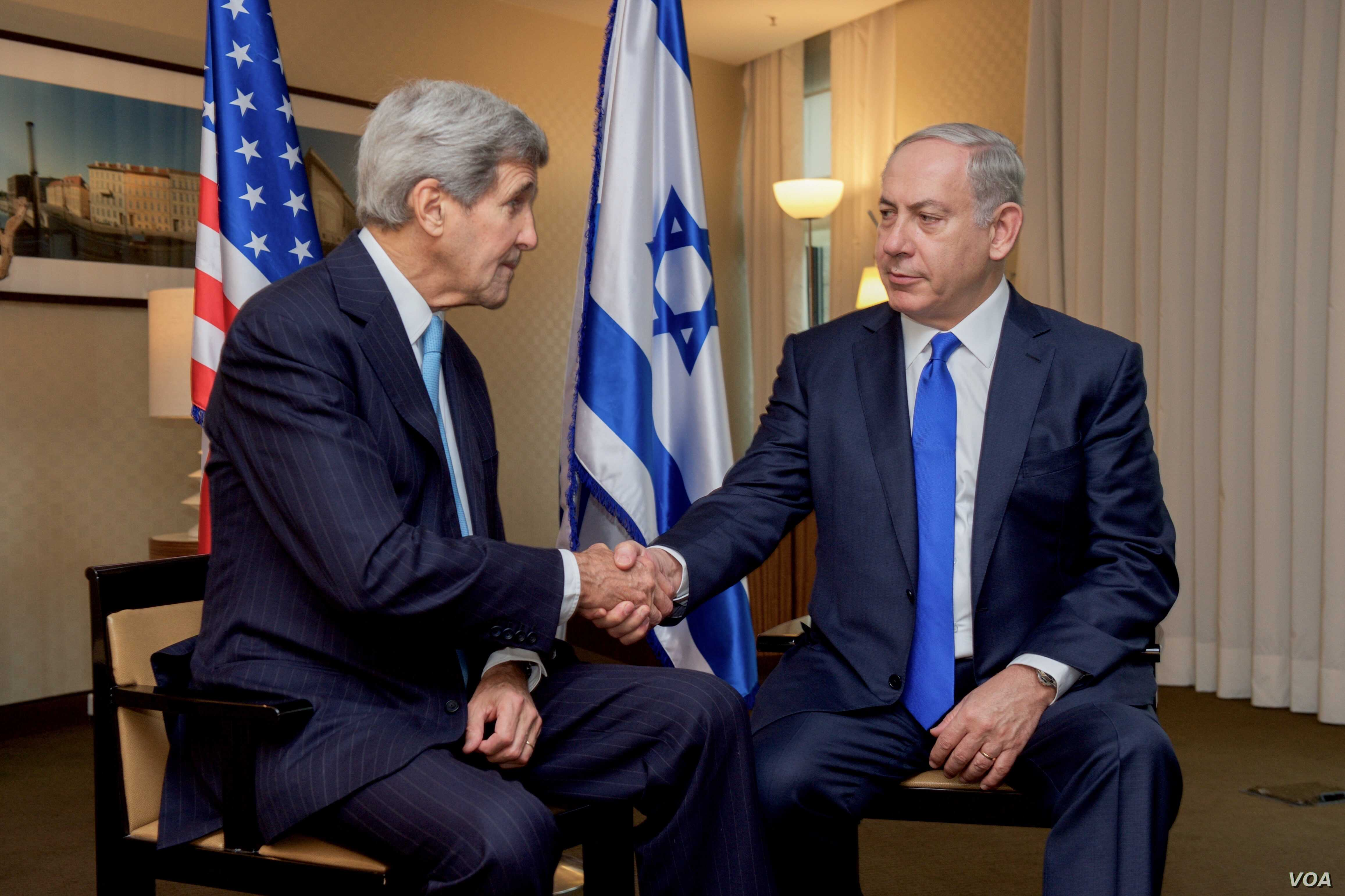U.S. Secretary of State John Kerry shakes hands with Israeli Prime Minister Benjamin Netanyahu after they address the media before holding a bilateral meeting in Berlin, Germany, Oct. 22, 2015.