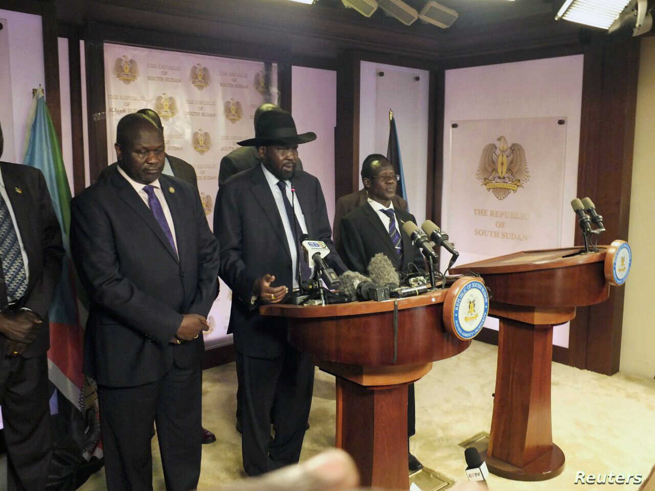 South Sudan President Salva Kiir (C), flanked by former rebel leader Riek Machar (L) and other government officials, addresses a news conference at the Presidential State House in Juba, South Sudan, July 8, 2016.