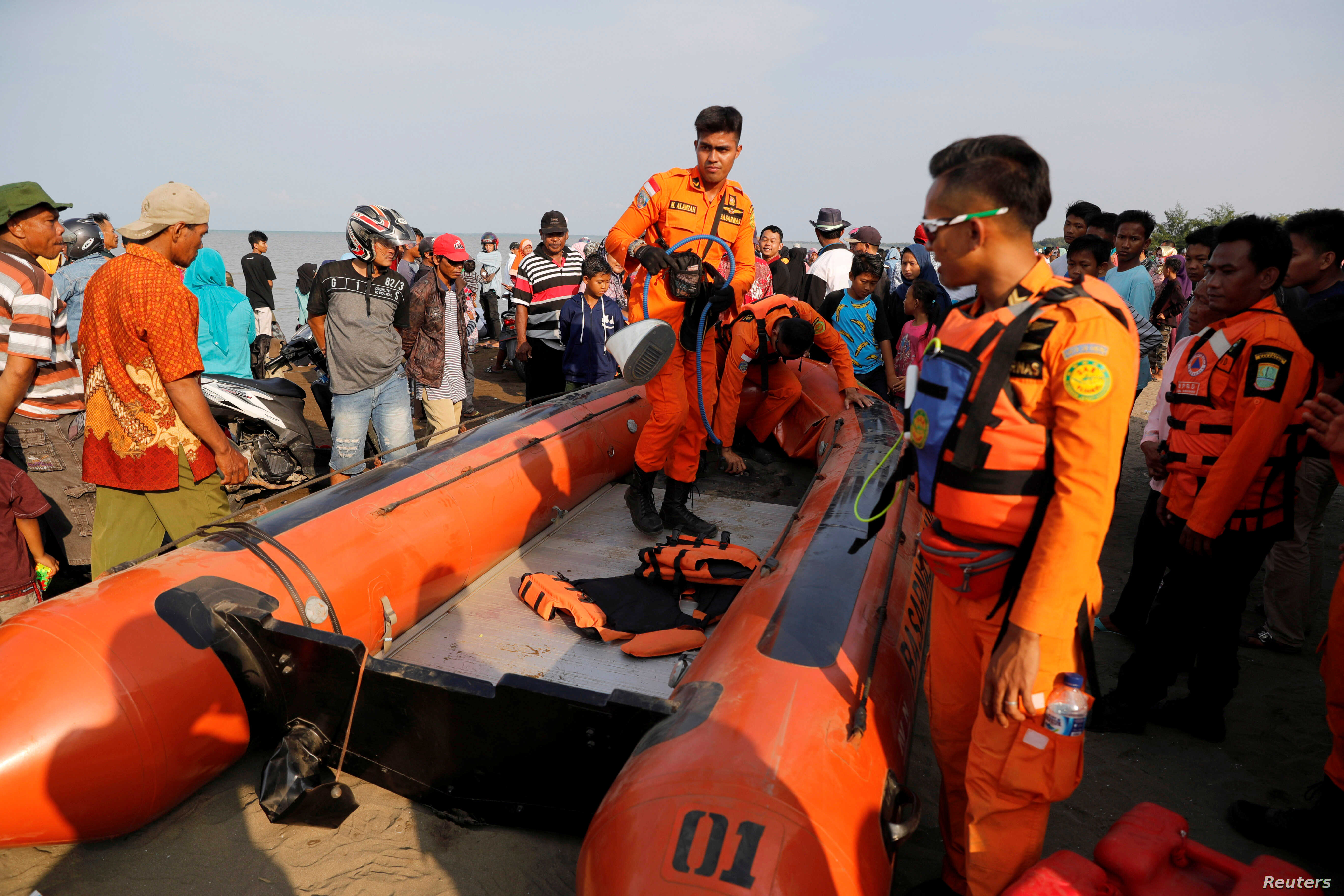 Rescue team members prepare the boat heading to the location of Lion Air, flight JT610, plane crash off the coast of Karawang regency, West Java province Indonesia, Oct. 29, 2018.