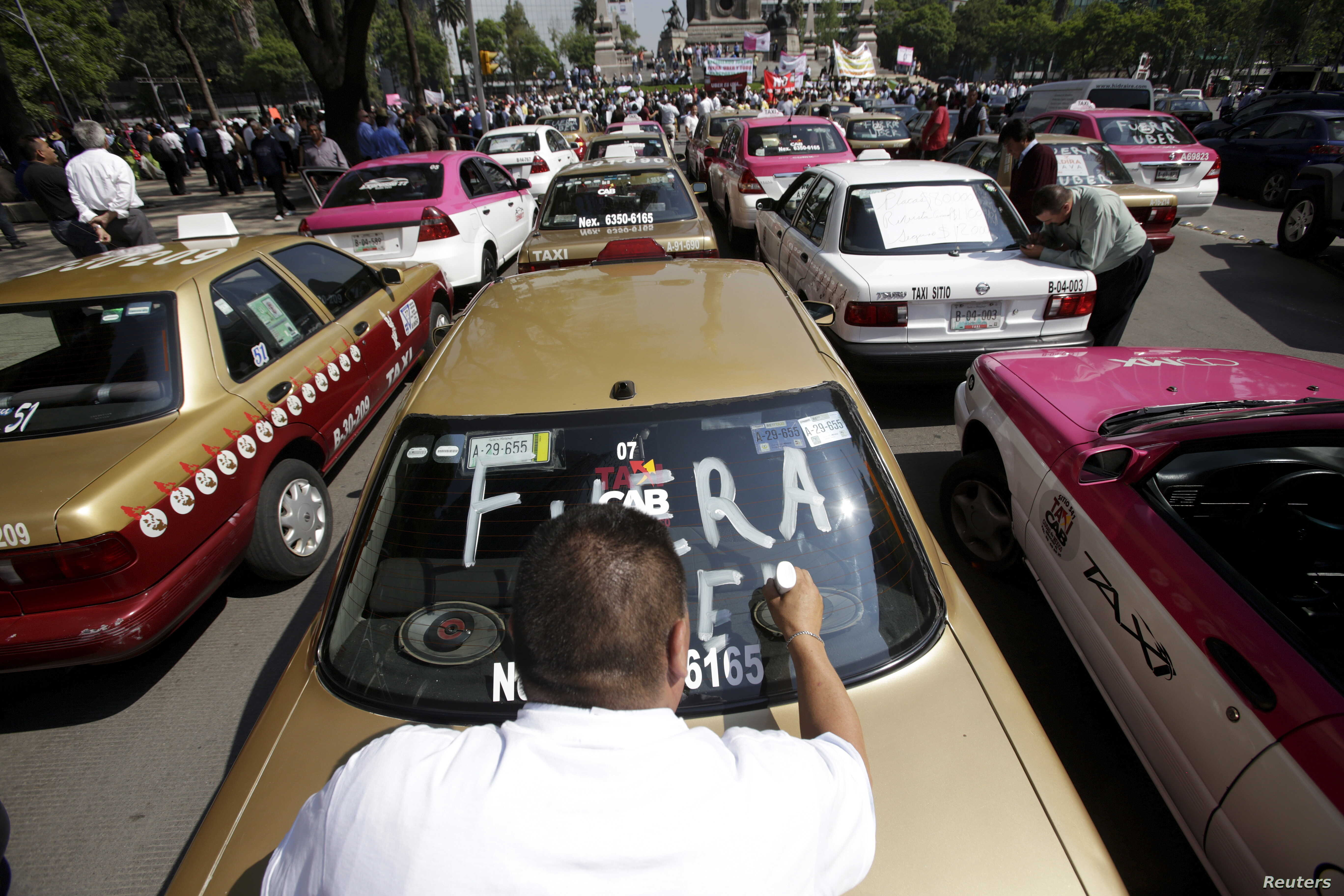 Nearly a Year On, Mexico City Uber Regulation Stuck in