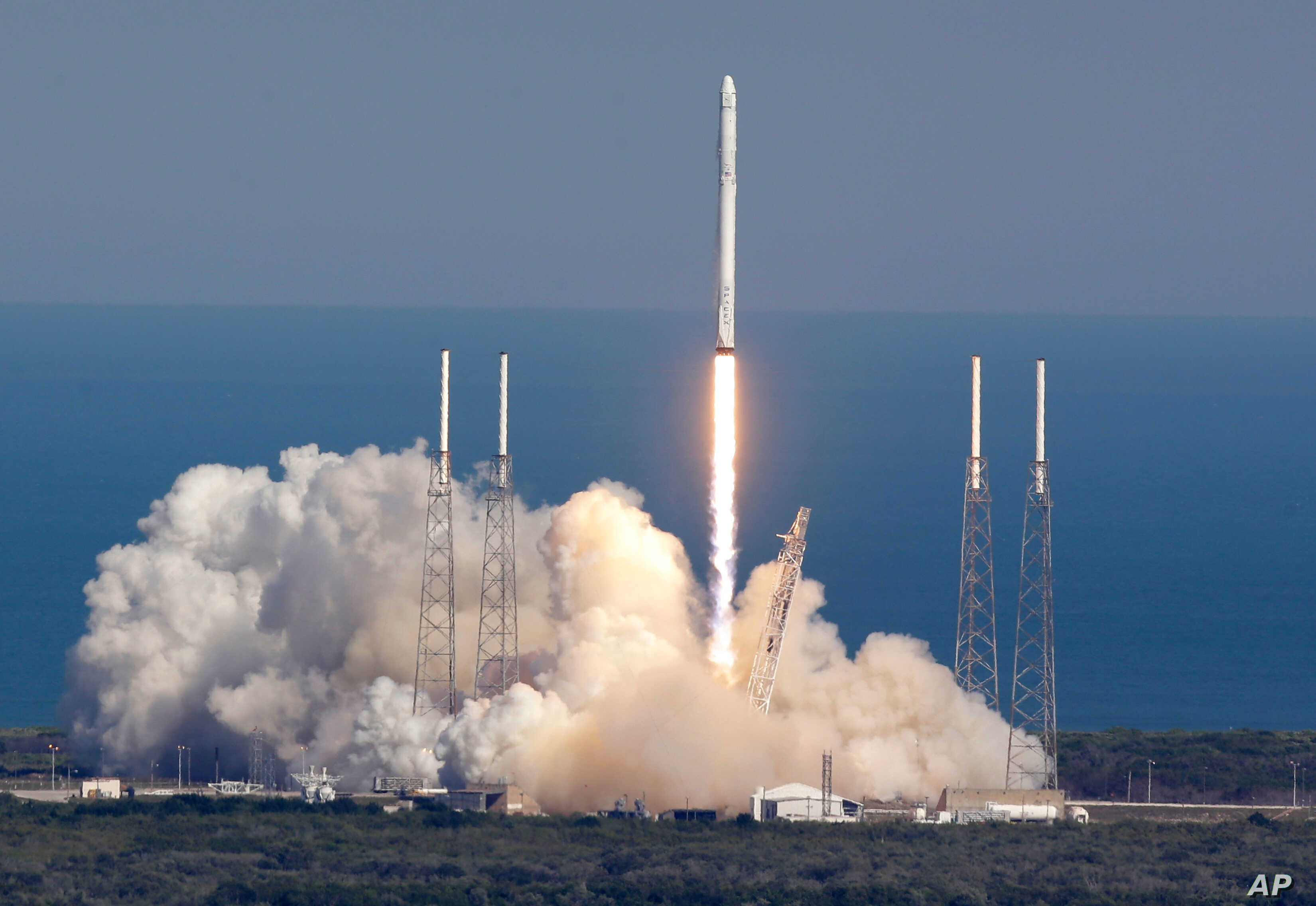 The SpaceX Falcon 9 rocket lifts off from launch complex 40 at the Kennedy Space Center in Cape Canaveral, Florida, April 8, 2016.