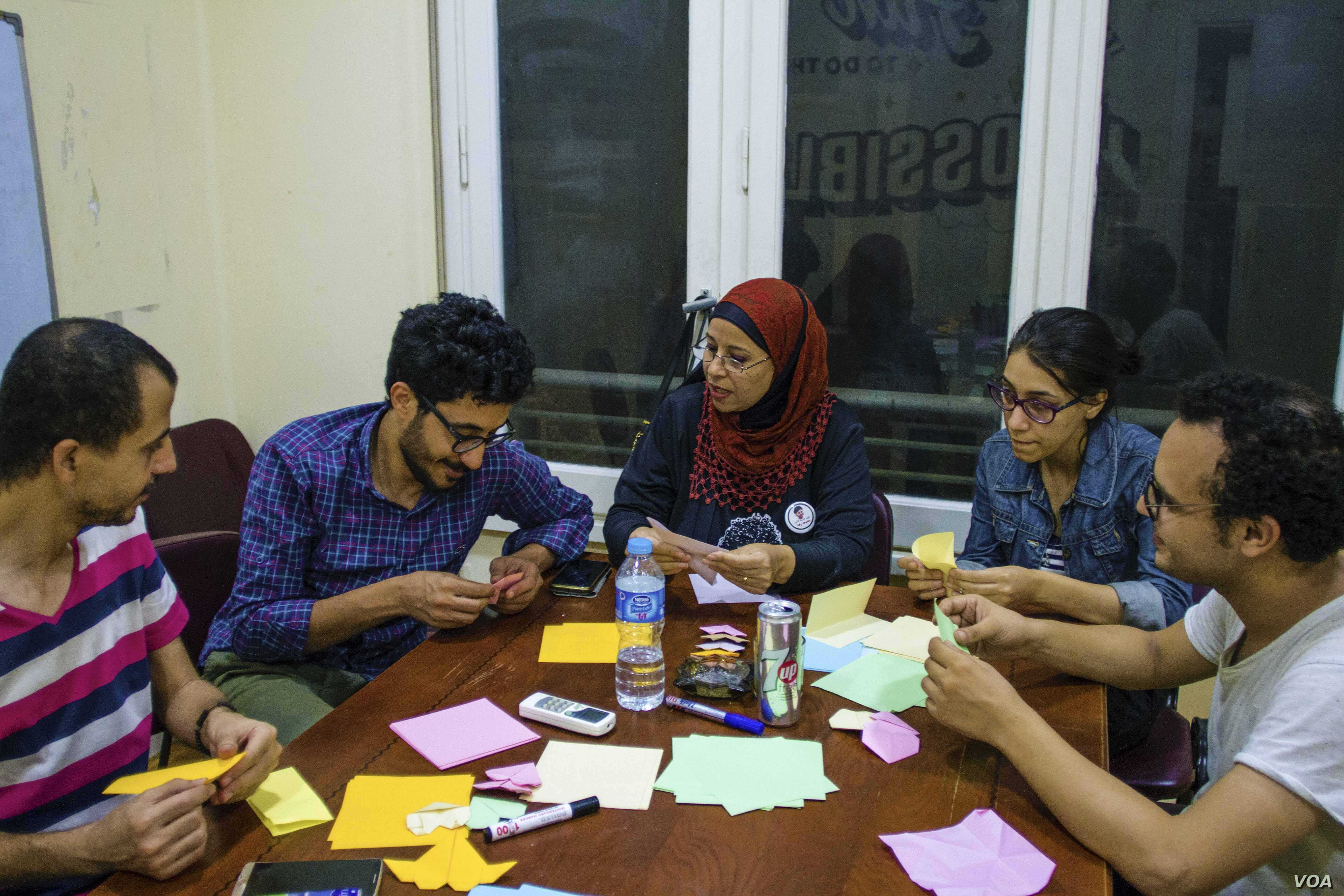 Every month new volunteers join the origami workshop to show solidarity with political prisoners. (H. Elrasam/VOA)
