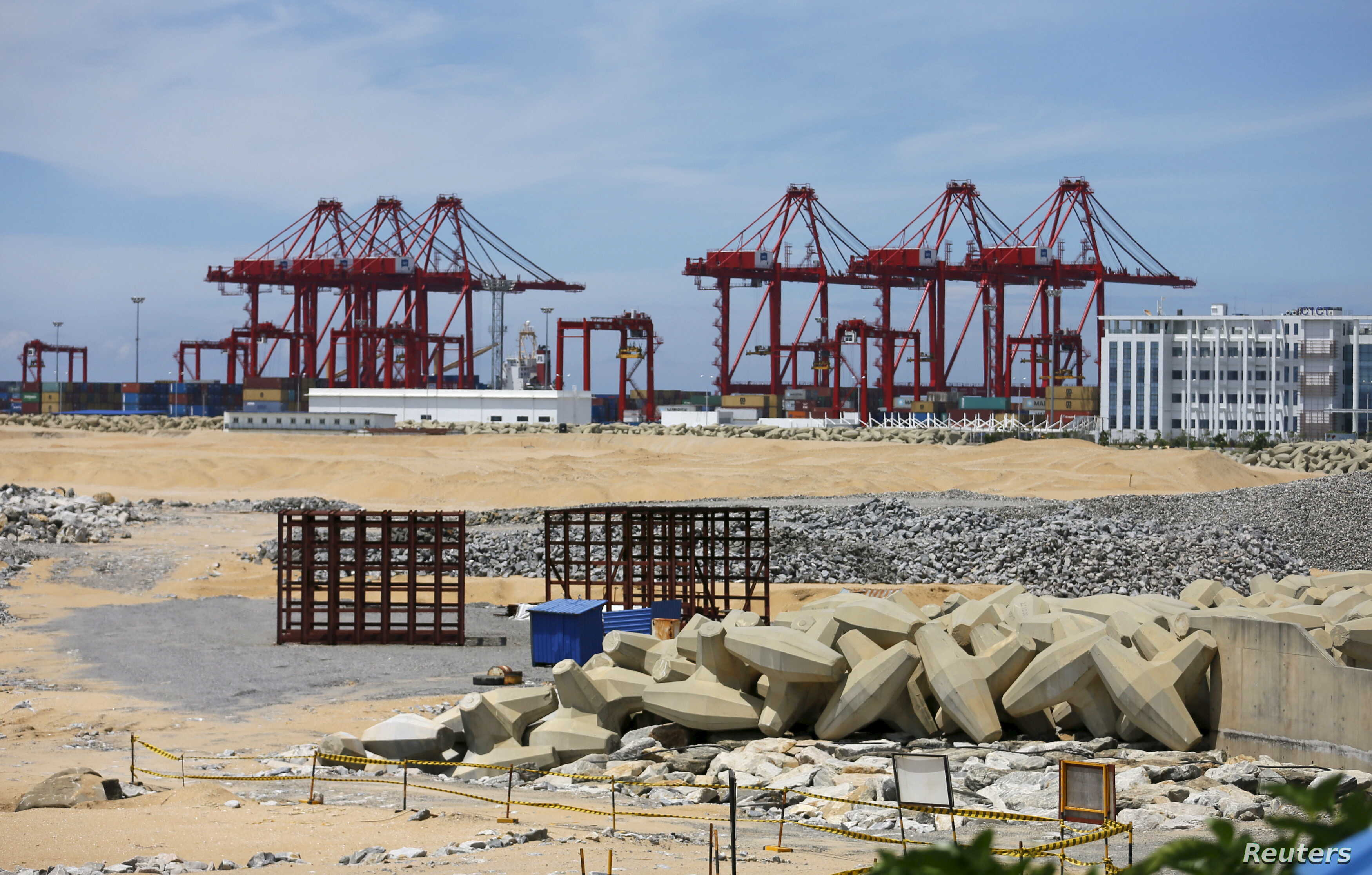 """The China-funded """"Colombo Port City"""" project, whose development had been suspended, is seen in Colombo, Oct, 19, 2015."""