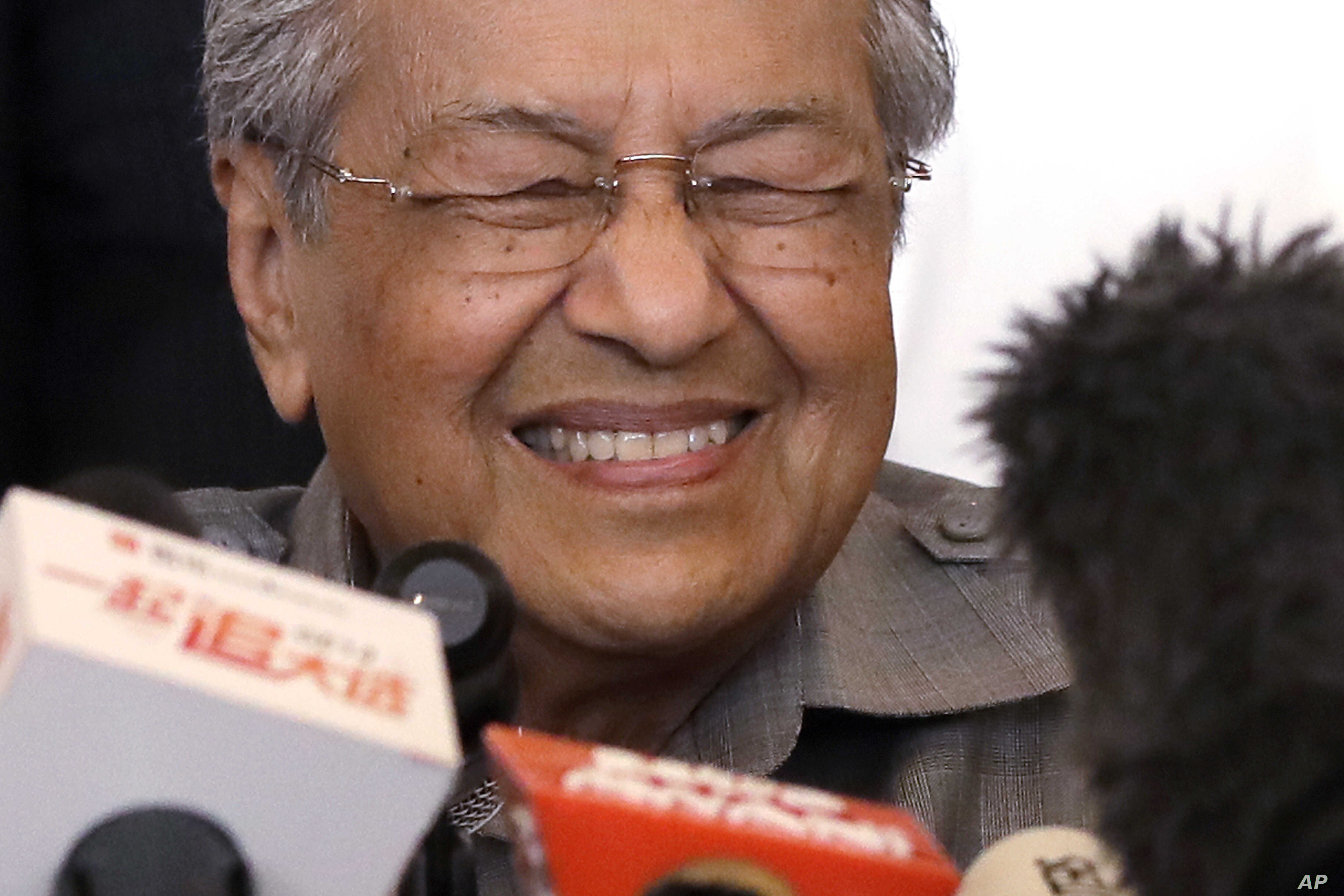 Mahathir Mohamad reacts as he speaks during a press conference at a hotel in Kuala Lumpur, Malaysia, May 10, 2018.