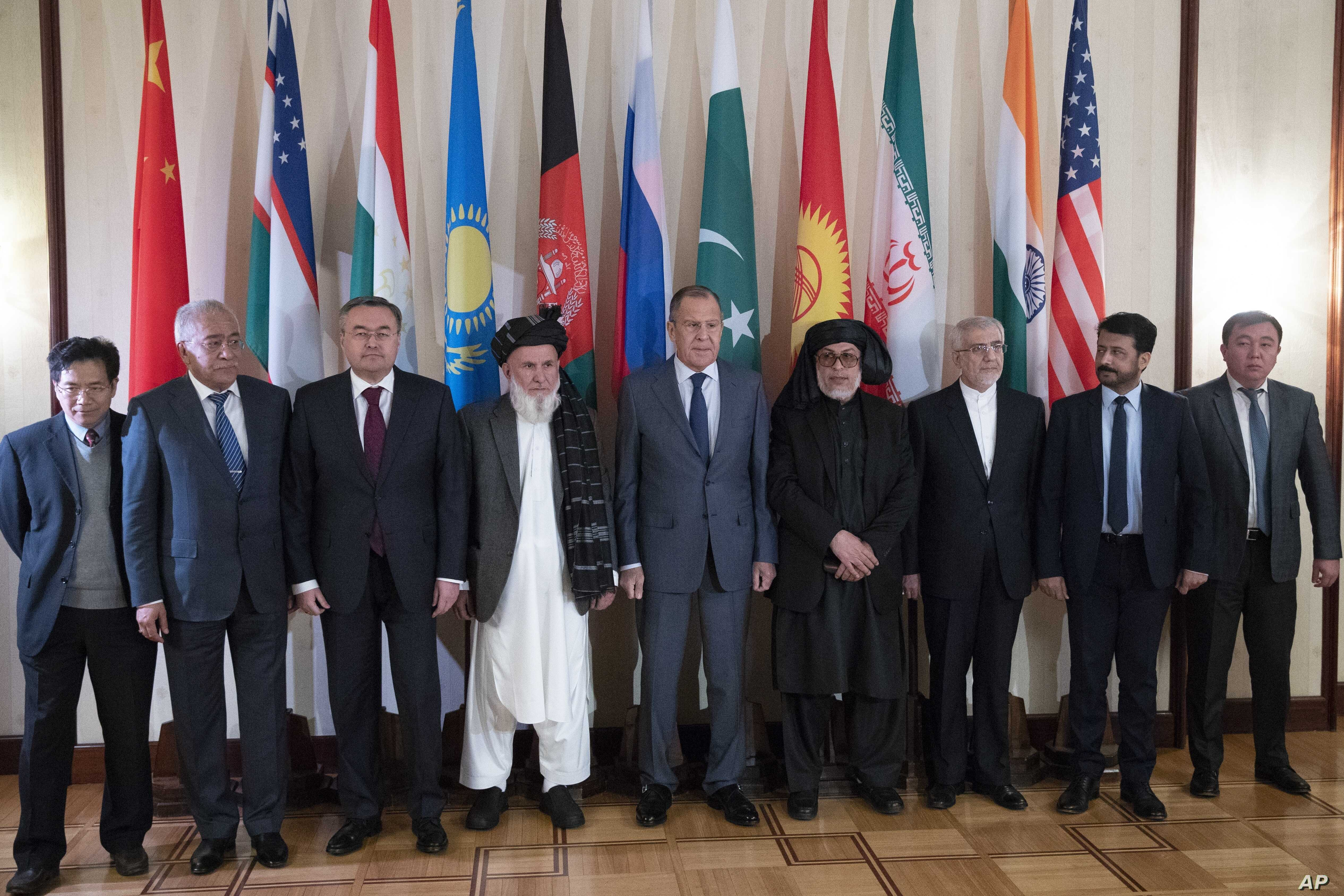 Russian Foreign Minister Sergey Lavrov (C) poses for a photo with the participants of the conference on Afghanistan bringing together representatives of the Afghan authorities and the Taliban in Moscow, Russia, Nov. 9, 2018.
