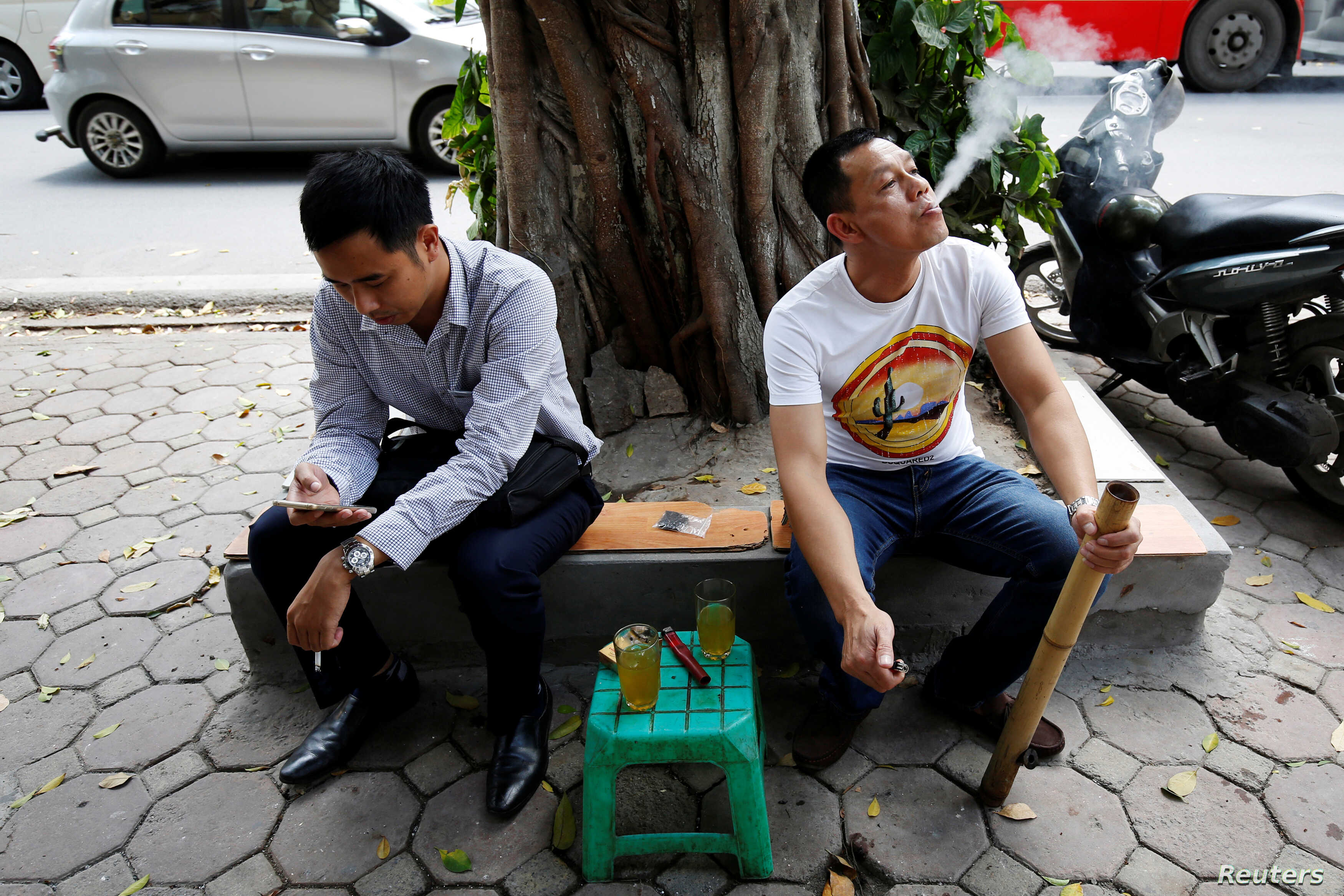 Vietnam Seeks Ways to Snuff Out Cigarette Smoking | Voice of America