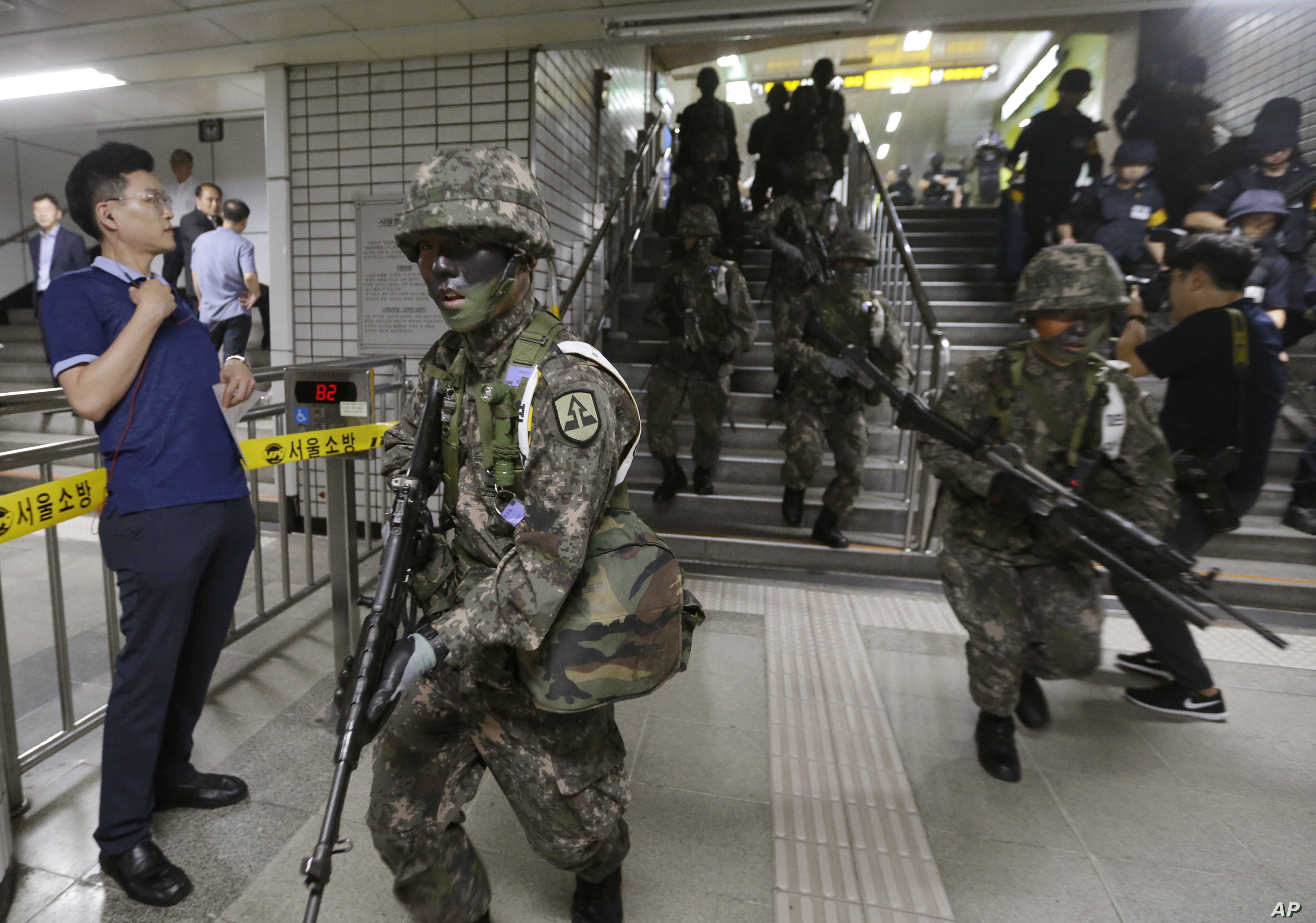 South Korean army soldiers conduct an anti-terror drill as part of Freedom Guardian exercise with the United States inside a subway station in Seoul, South Korea,  Aug. 22, 2017.