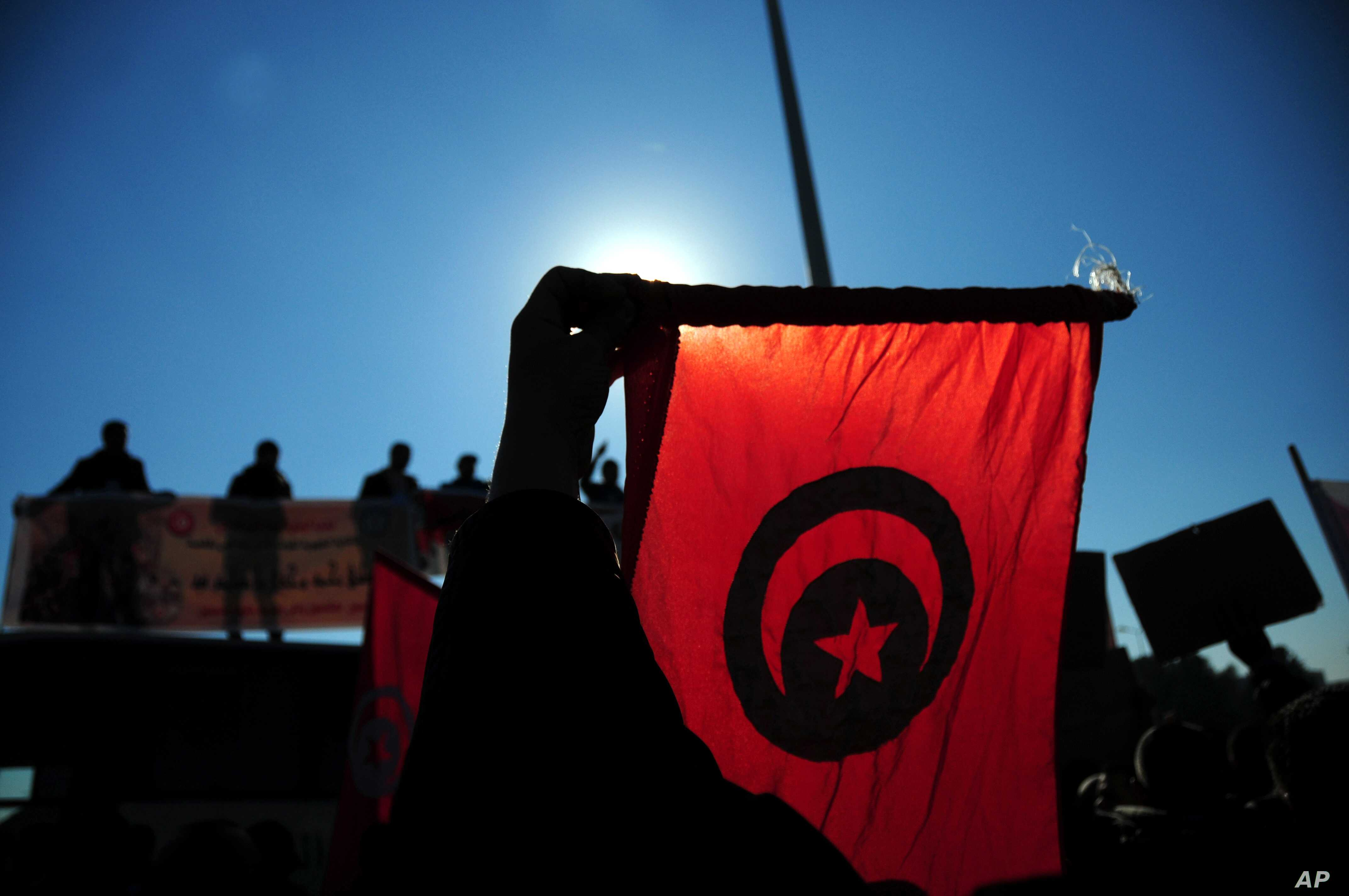 Analysts: Poor Economy, Unemployment Lure Tunisians to Extremism