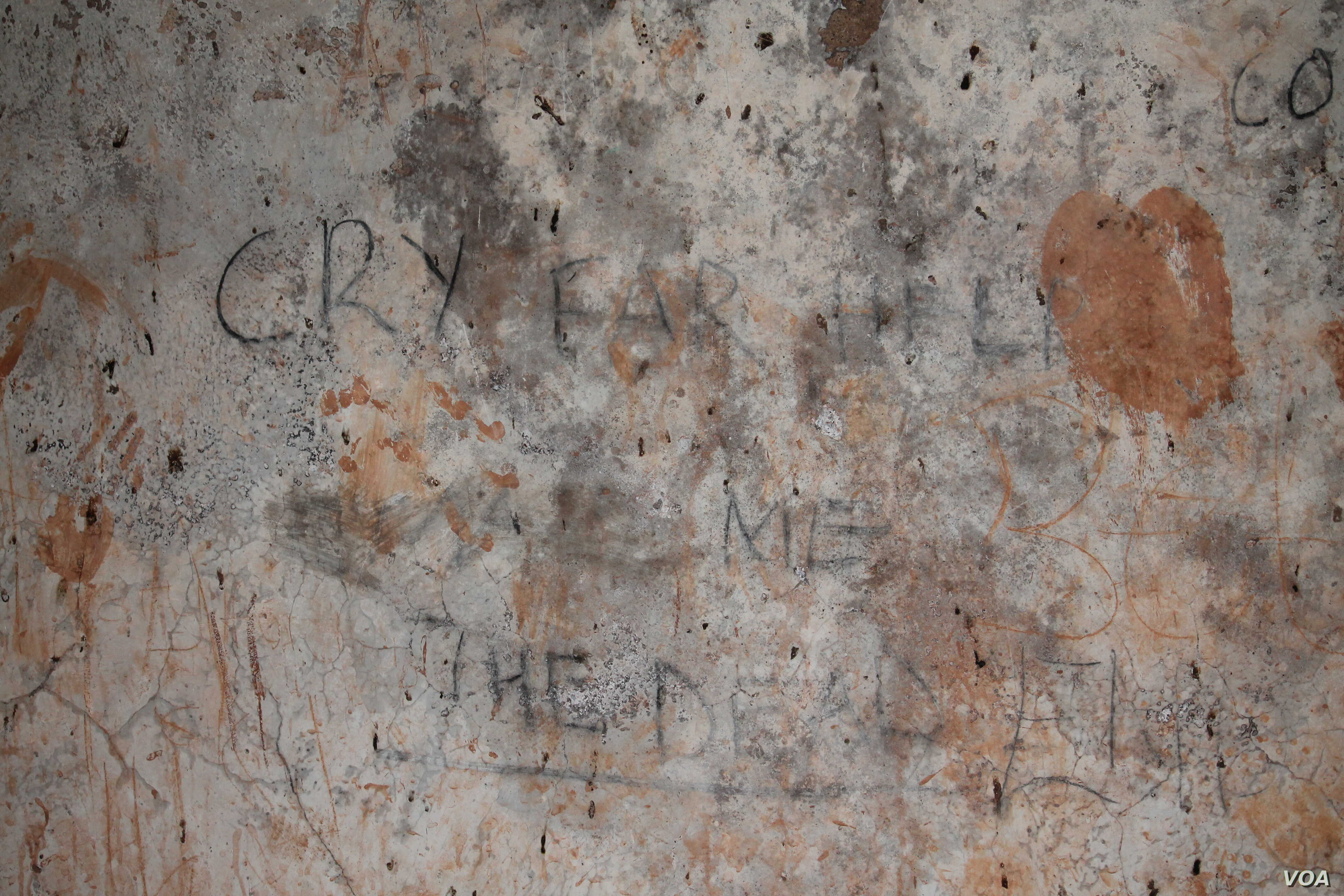 Graffiti on the wall of a dungeon in Buganda Lubiri Palace in Kampala, once used for torturing prisoners.  (H. Athumani for VOA)