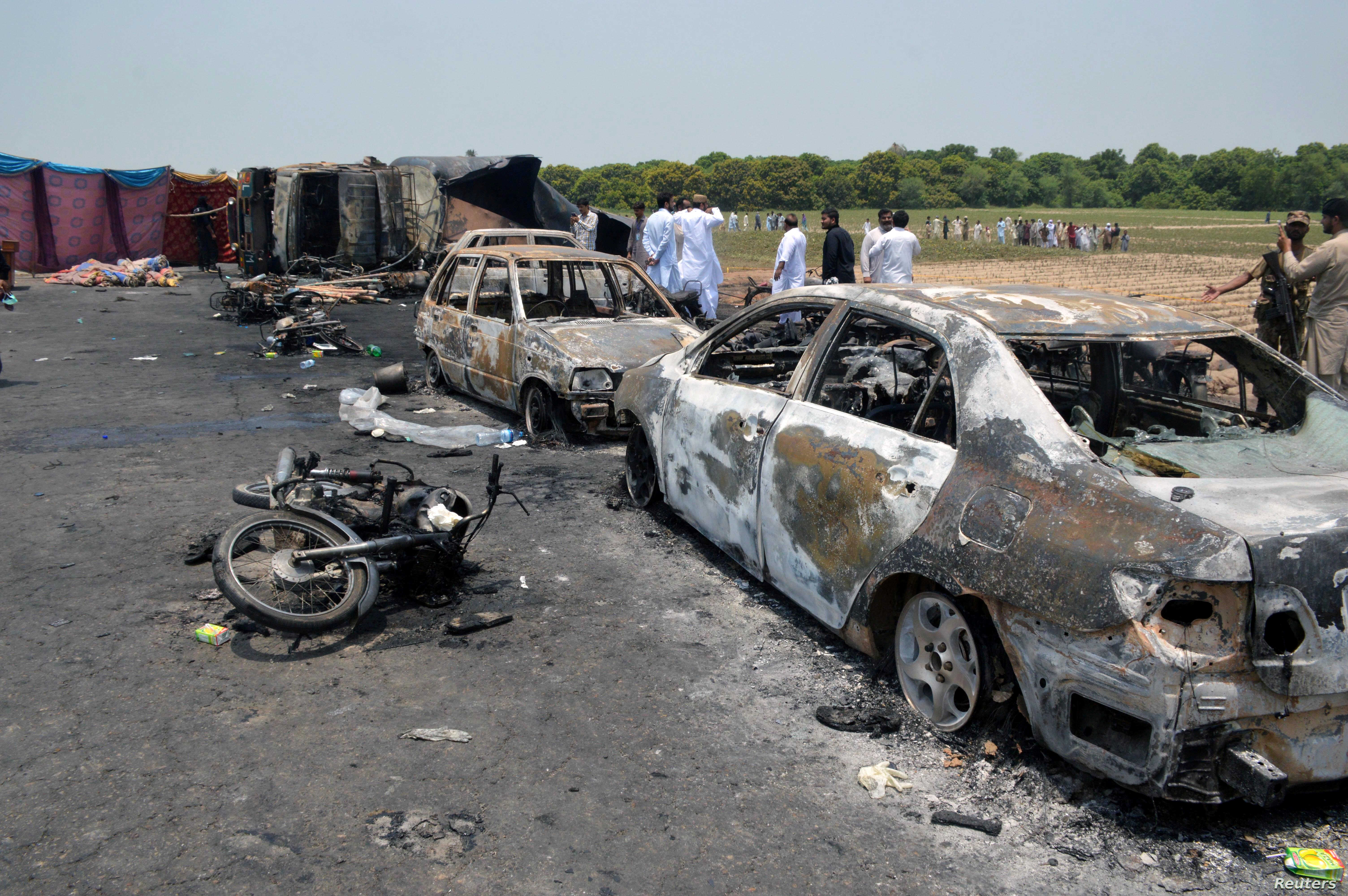 At Least 150 Dead in Pakistan Tanker Explosion | Voice of America