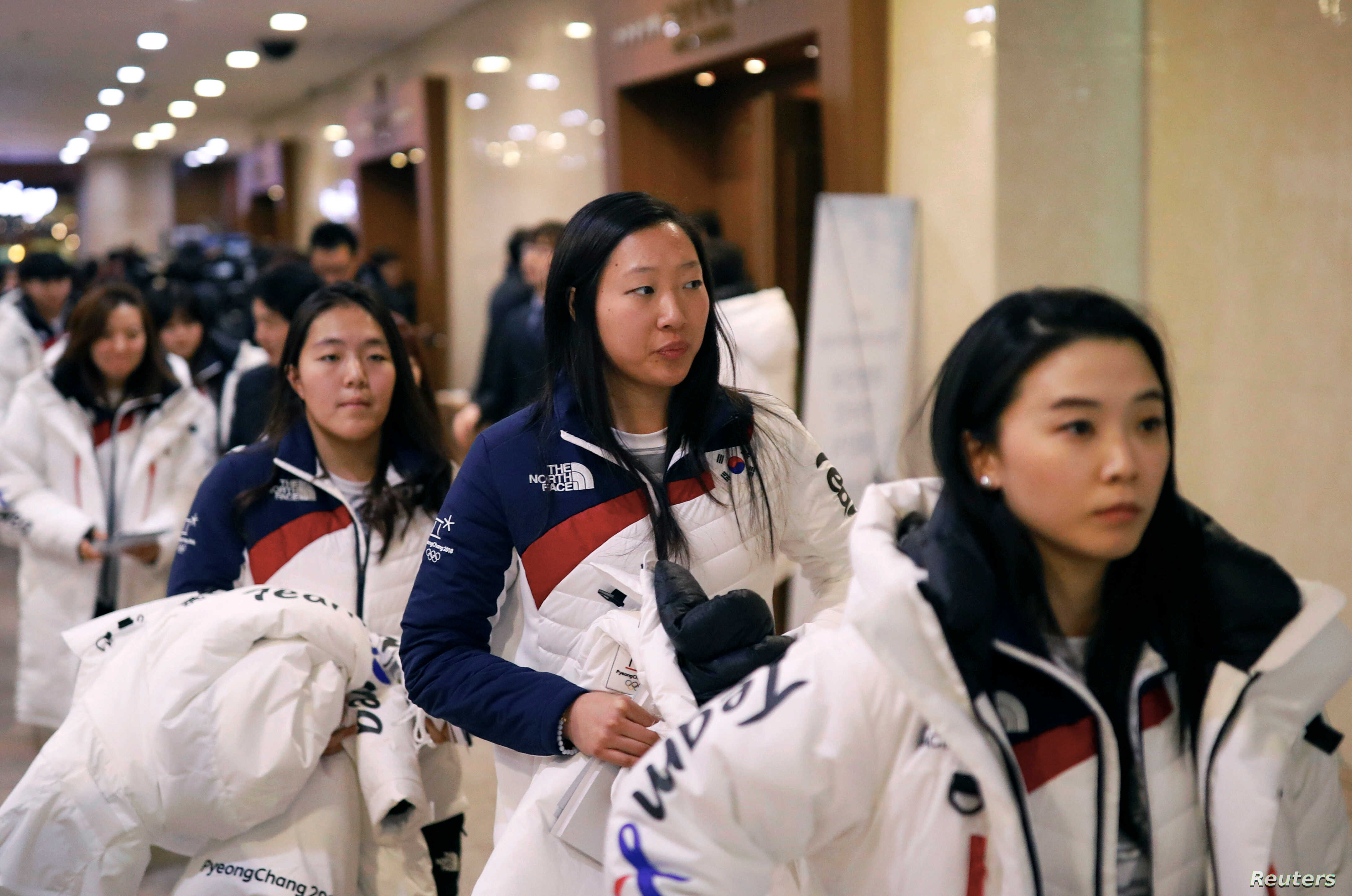 Korean Hockey Players Arrive for Joint Olympics Practice