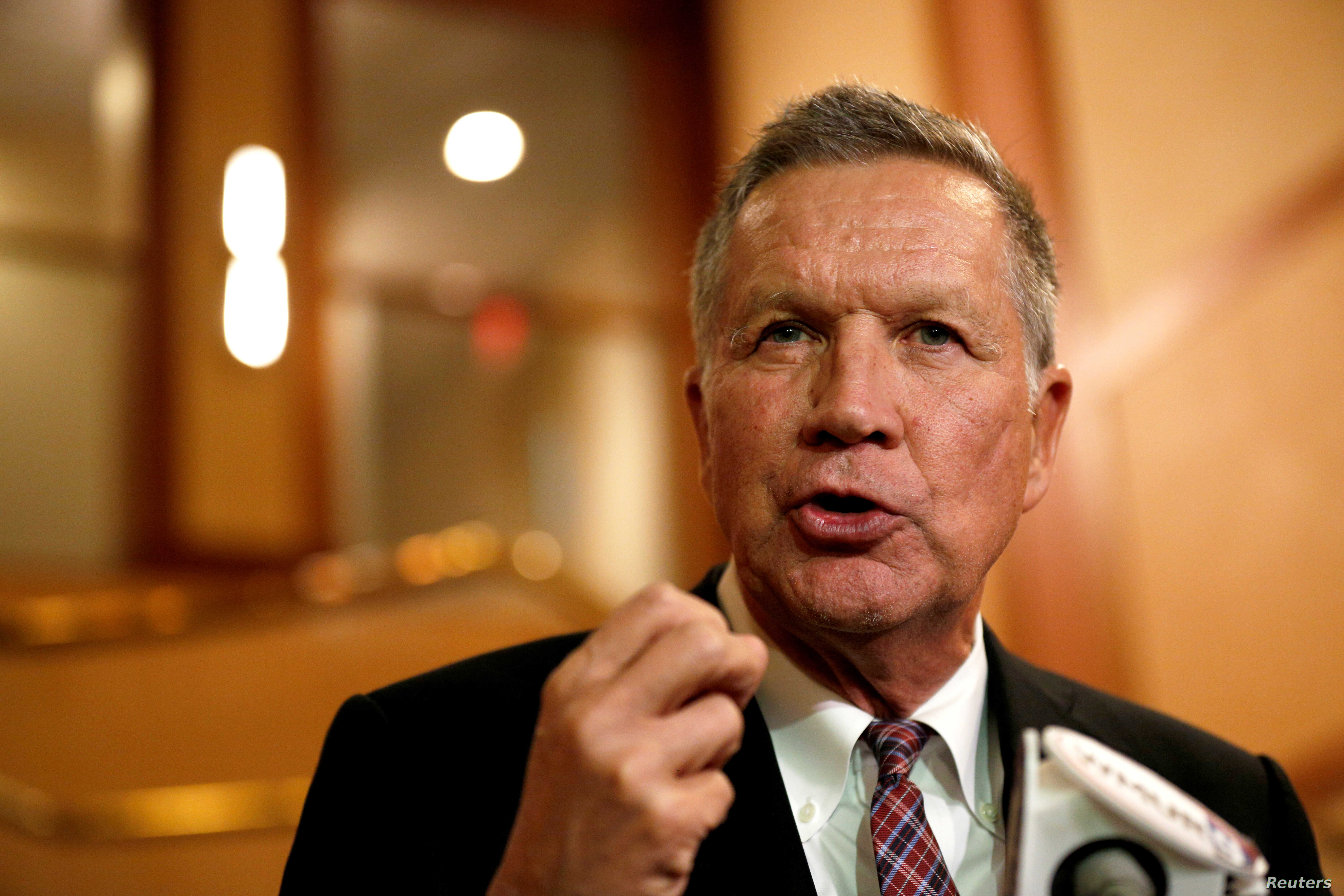 Ohio Governor and former presidential candidate John Kasich speaks to the press in Concord, New Hampshire, Nov.15, 2018.