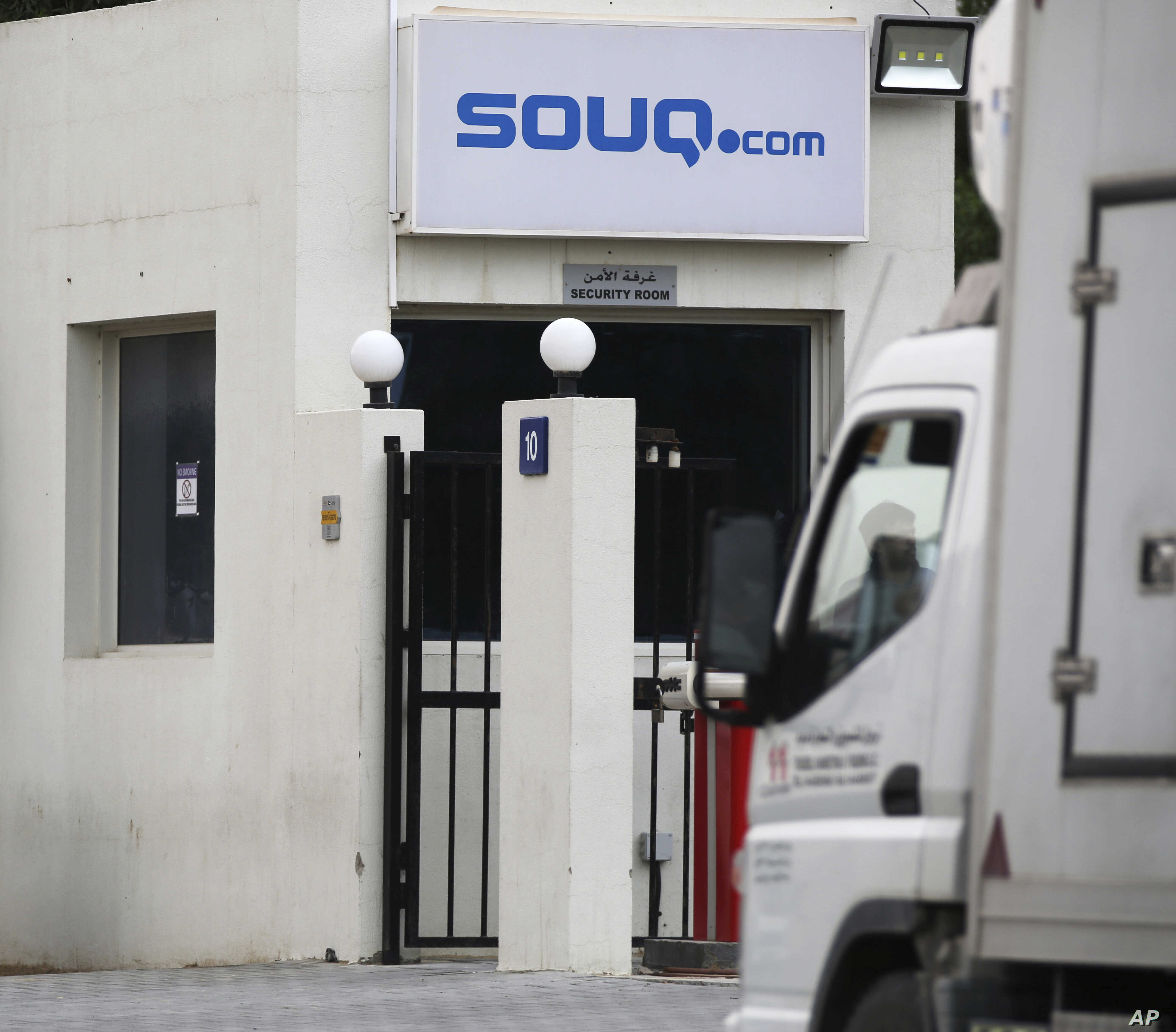 Souq Com Says Amazon Has Bought It After 800m Counteroffer