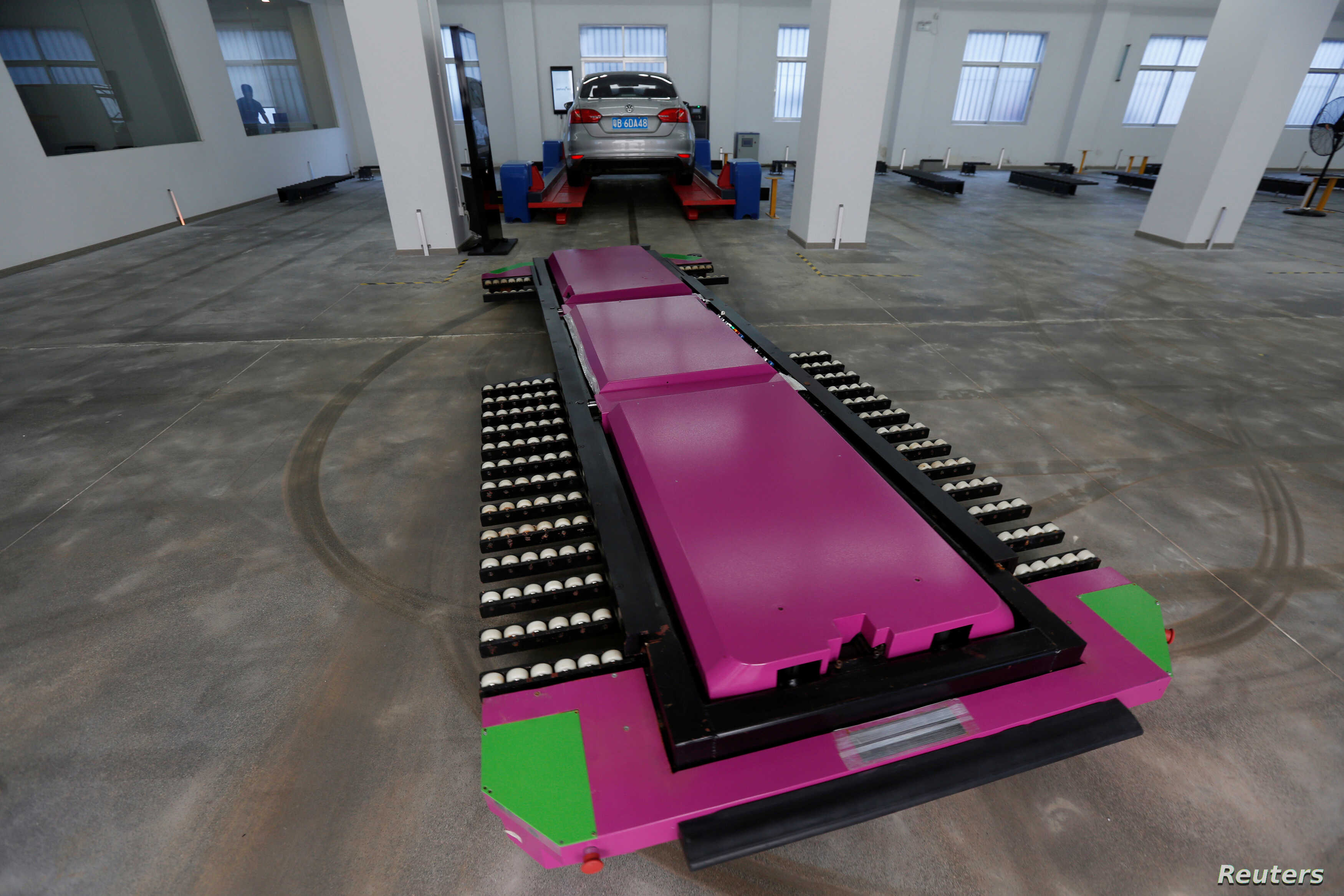 """A laser-guided """"parking robot"""", developed by Yeefung Automation Technology"""