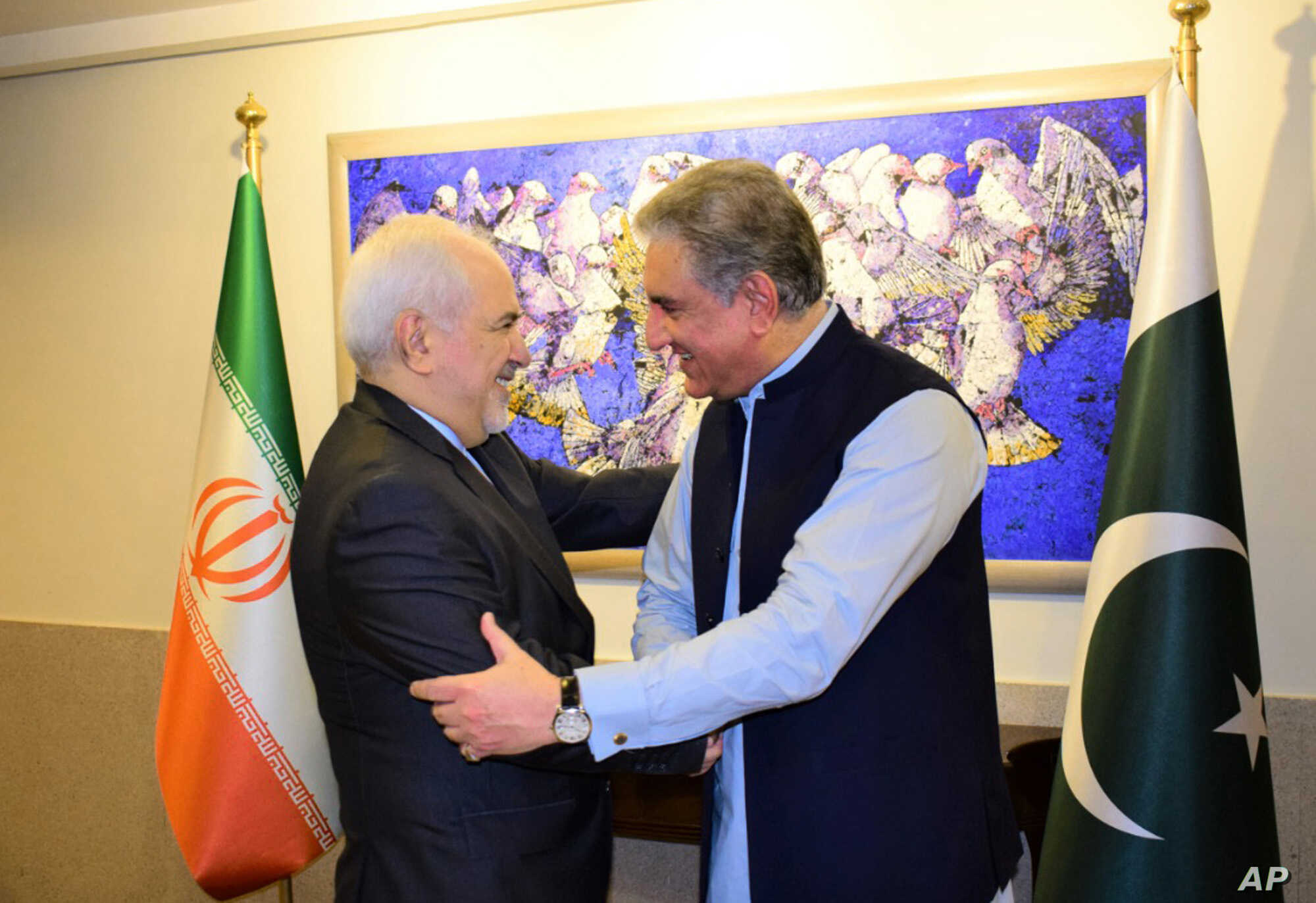 Iranian FM Holds Talks in Pakistan on Tehran's Tensions With