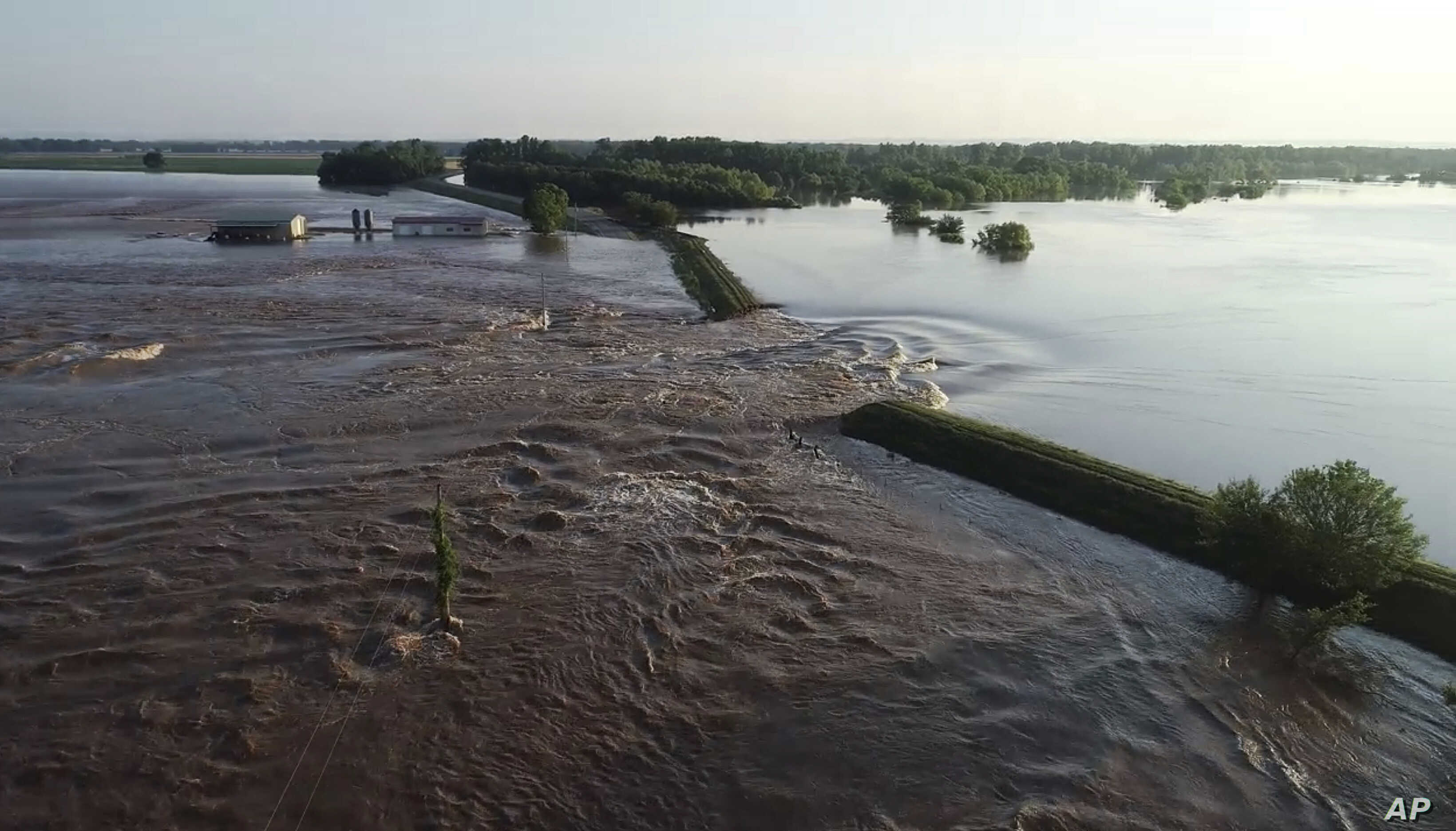 In US Midwest, Rivers Breach Levees, Flood Towns | Voice of