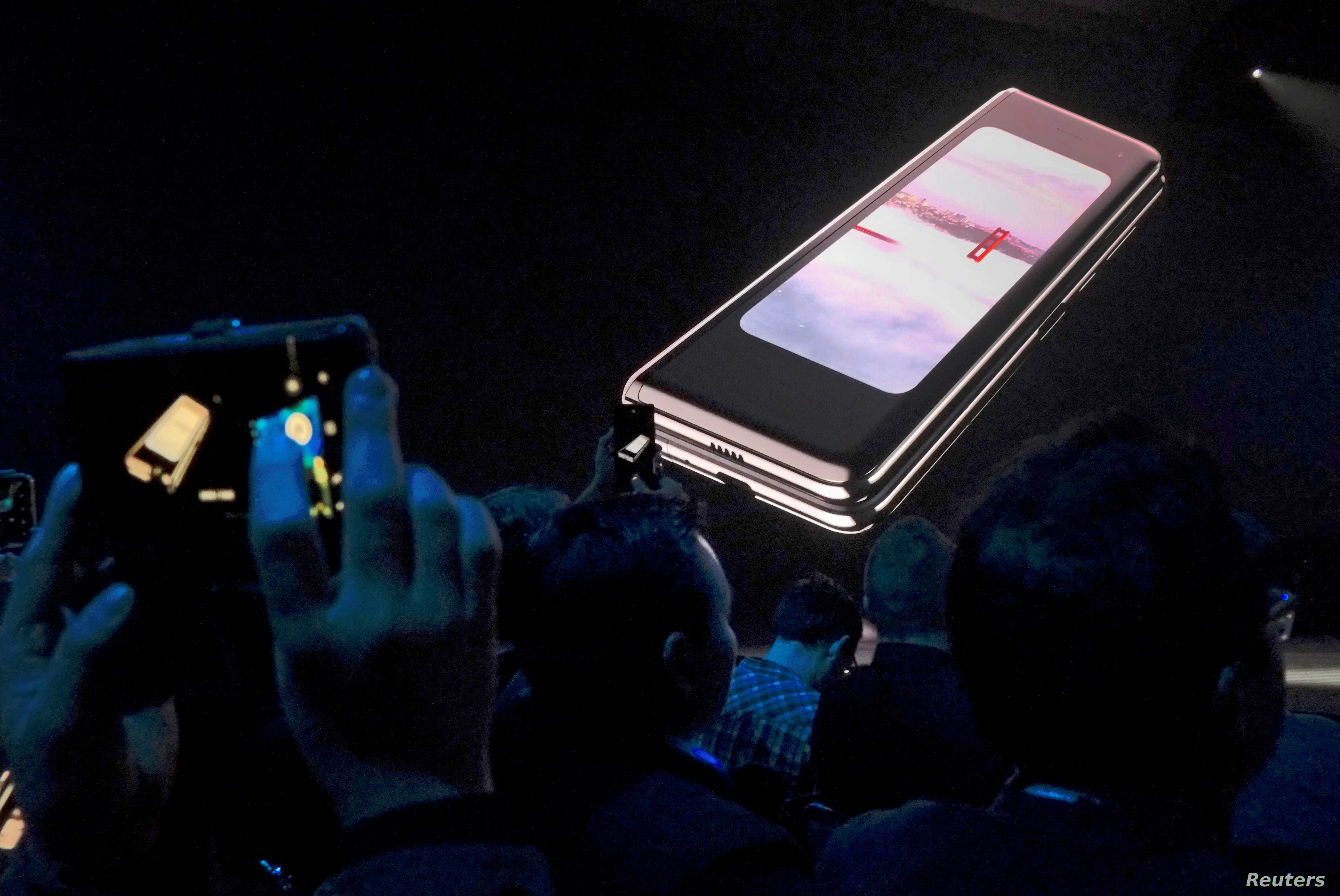 Samsung to Investigate Reports of Galaxy Fold Screen
