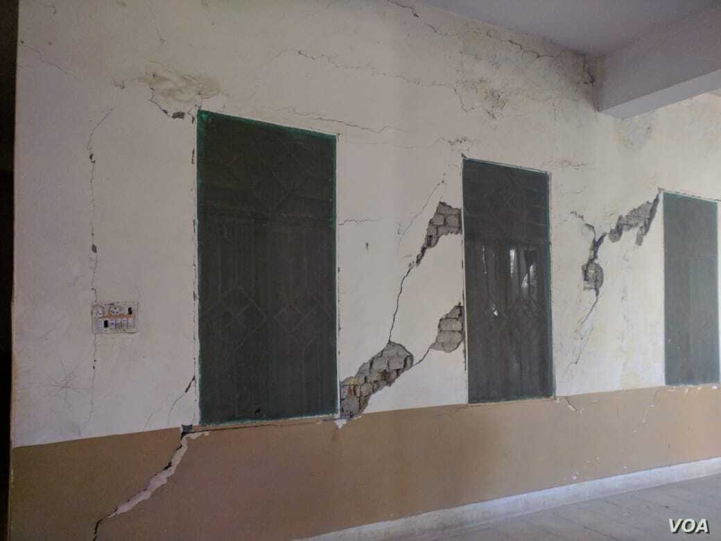 Walls are cracking, exposing the brick underneath, in a government building in Quetta, in Pakistan's Baluchistan province. (Photos courtesy of University of Baluchistan)