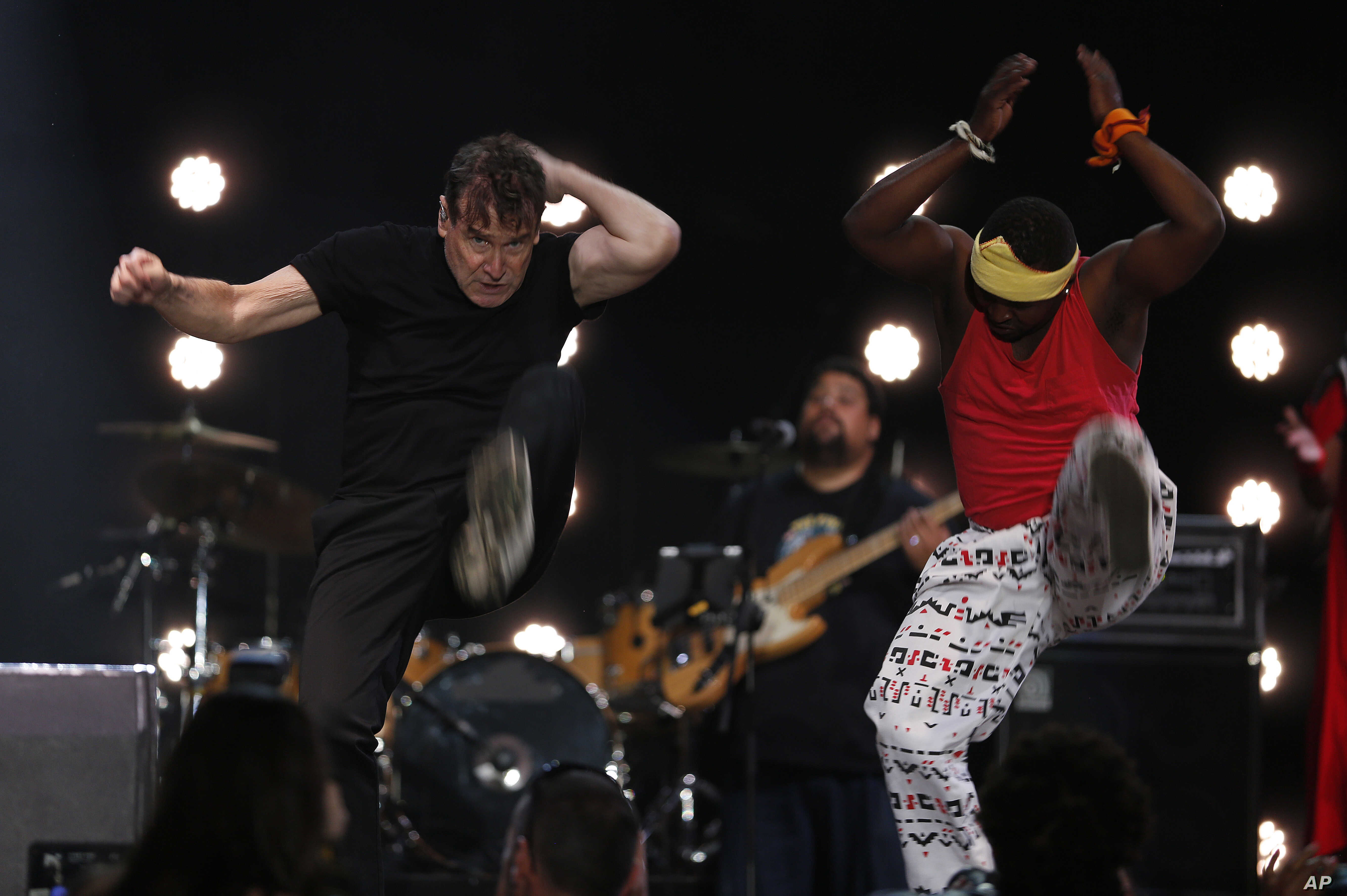 South Africa Mourns 'White Zulu' Johnny Clegg | Voice of