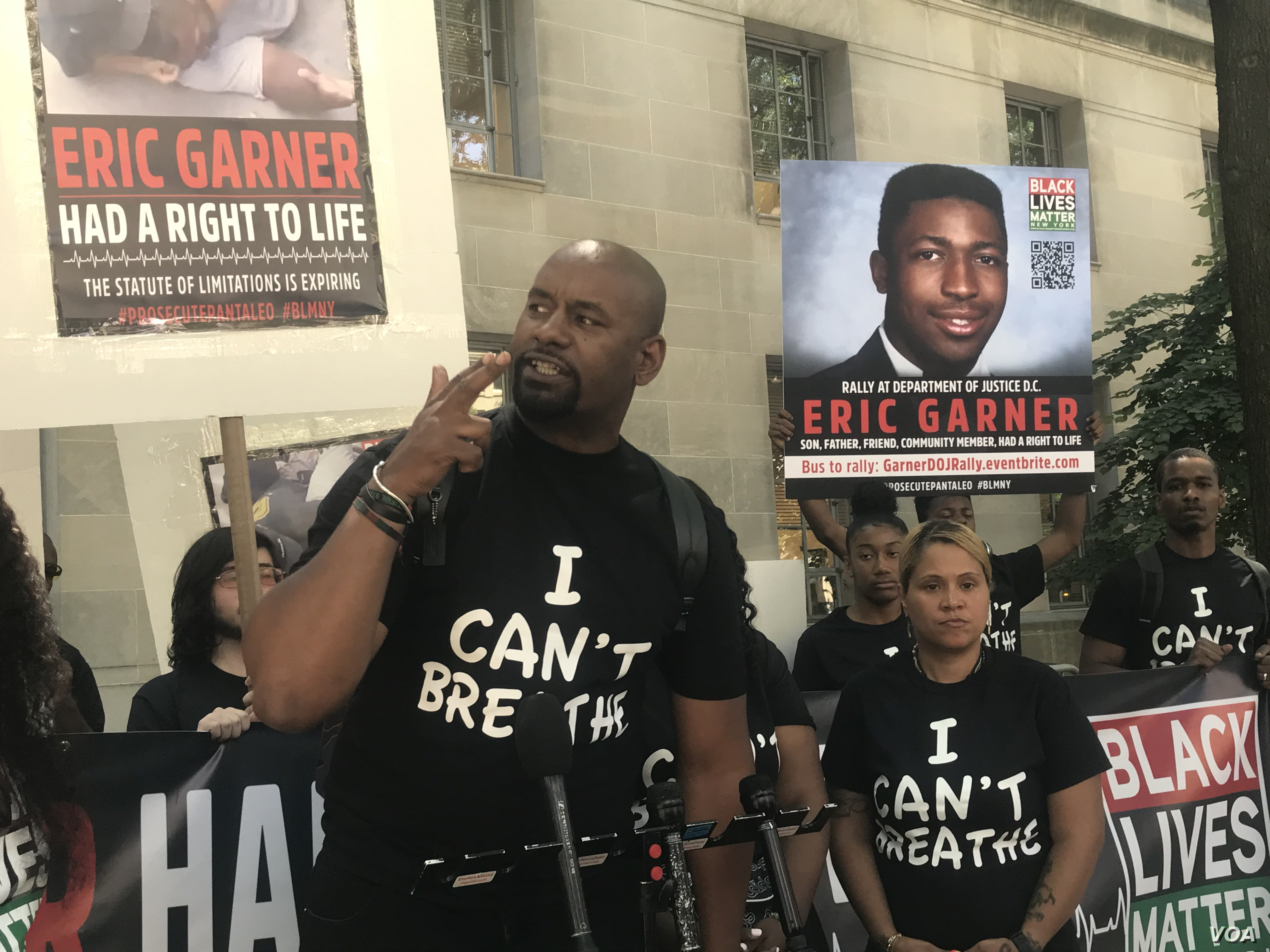 Black Lives Matter of Greater New York Chairman Hawk Newsome gestures at Monday's rally, wearing a shirt printed with Eric Garner's last words. (Leslie Bonilla/VOA News)