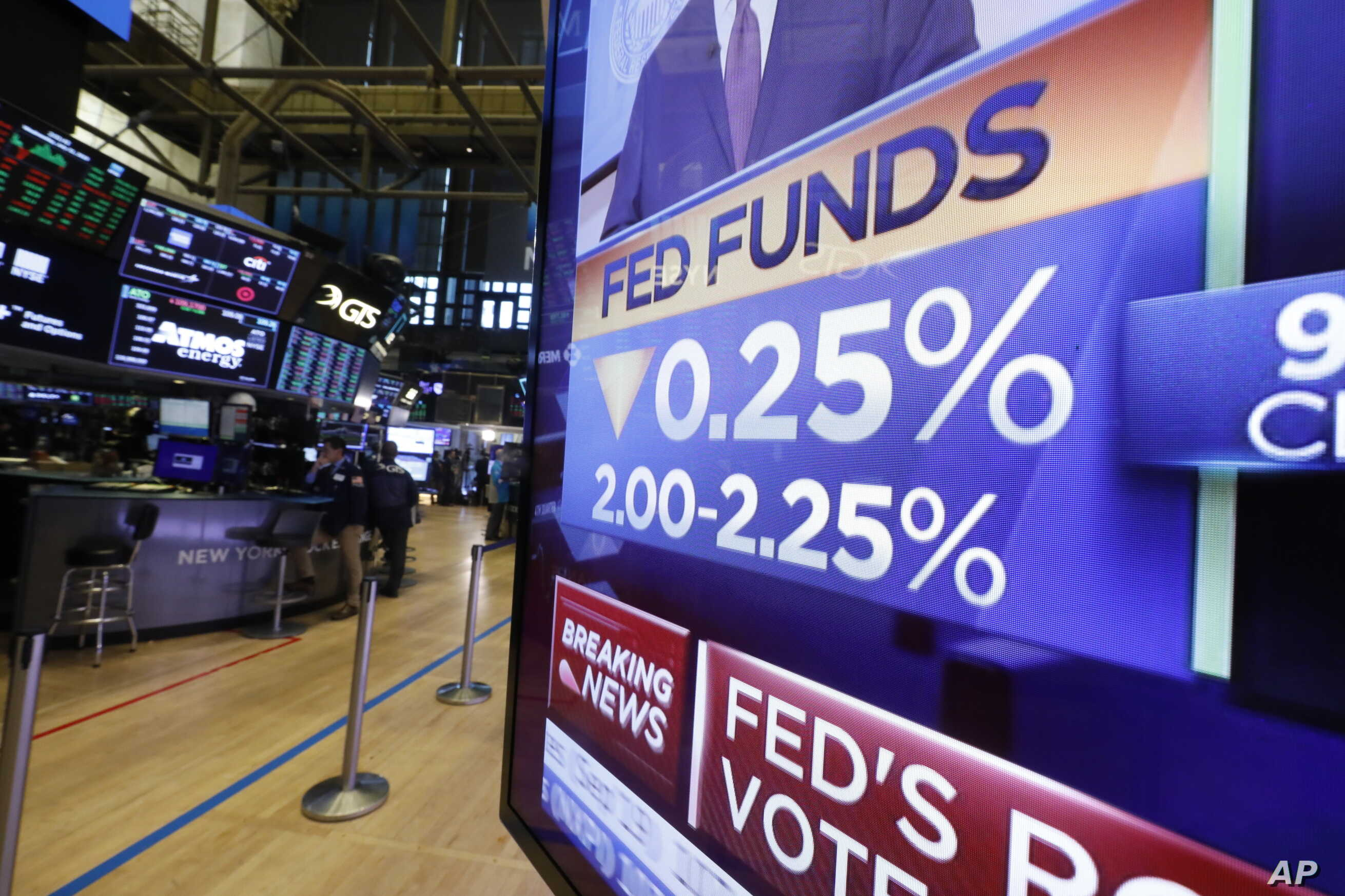 A television monitor on the floor of the New York Stock Exchange headlines a rate decision of the Federal Reserve, in New York, July 31, 2019.