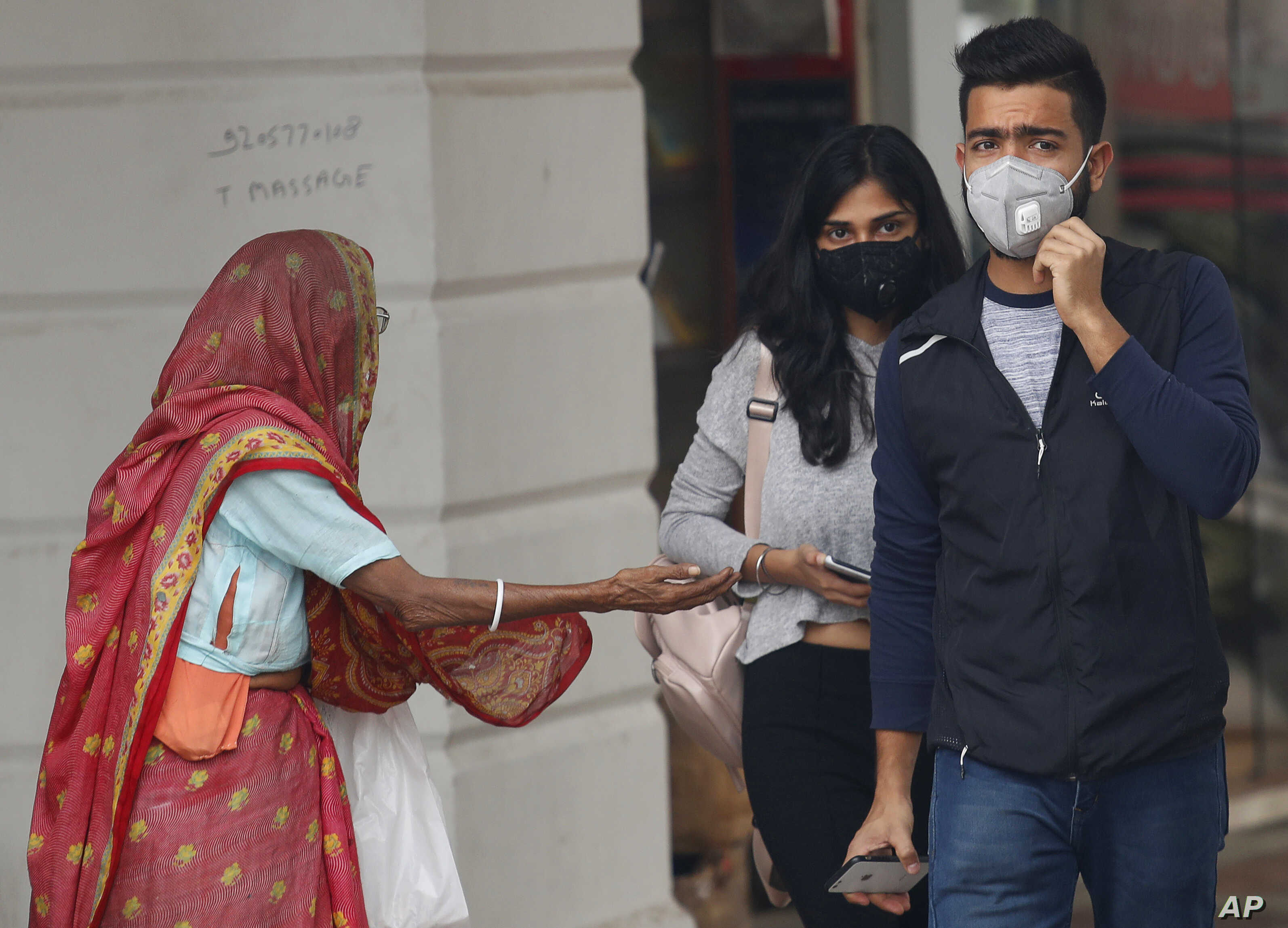How Do You Spell Oxygen >> Gasping For Air Delhi S Residents Try Out An Oxygen Bar