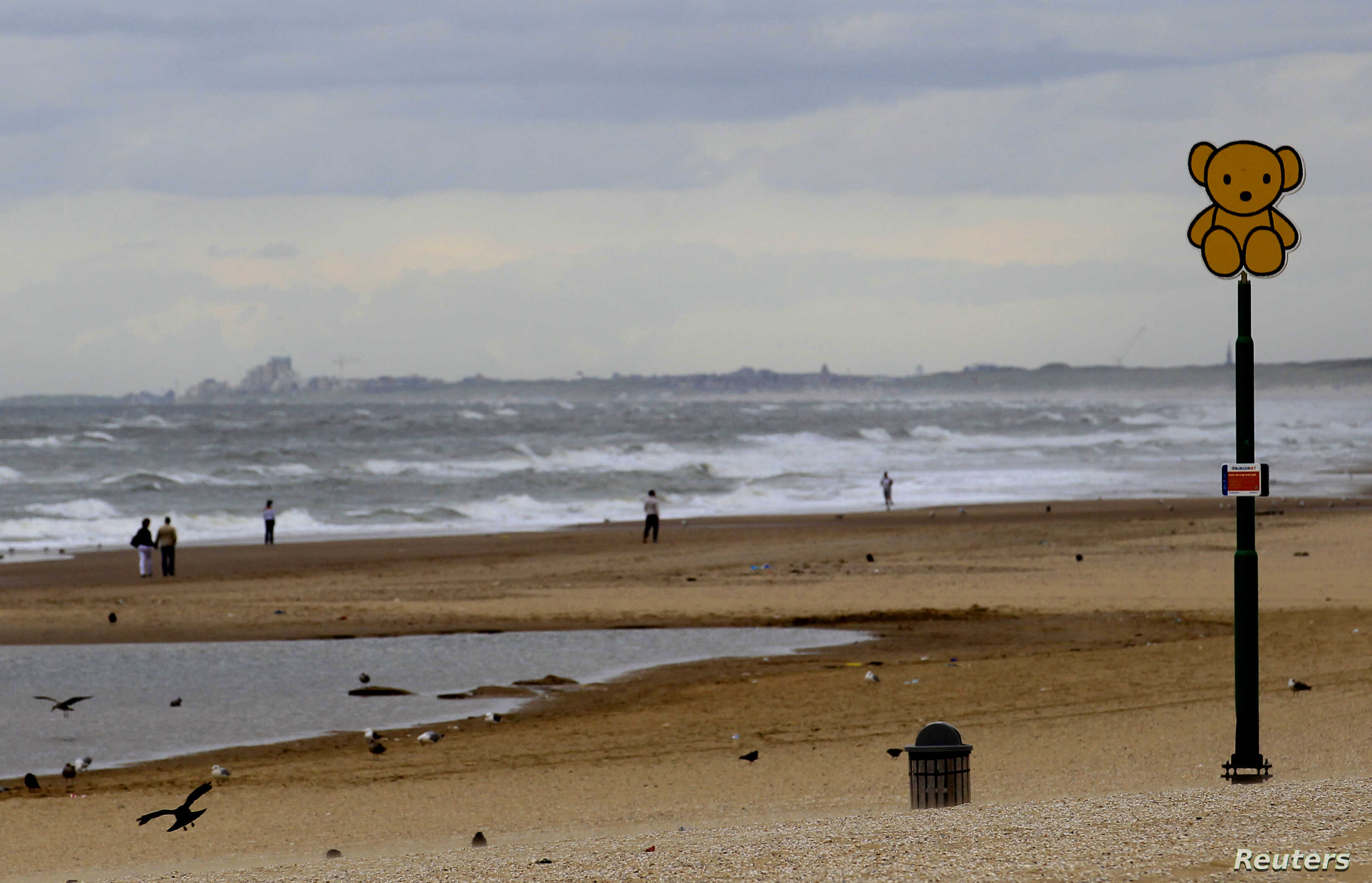 Five surfers die in sea near The Hague