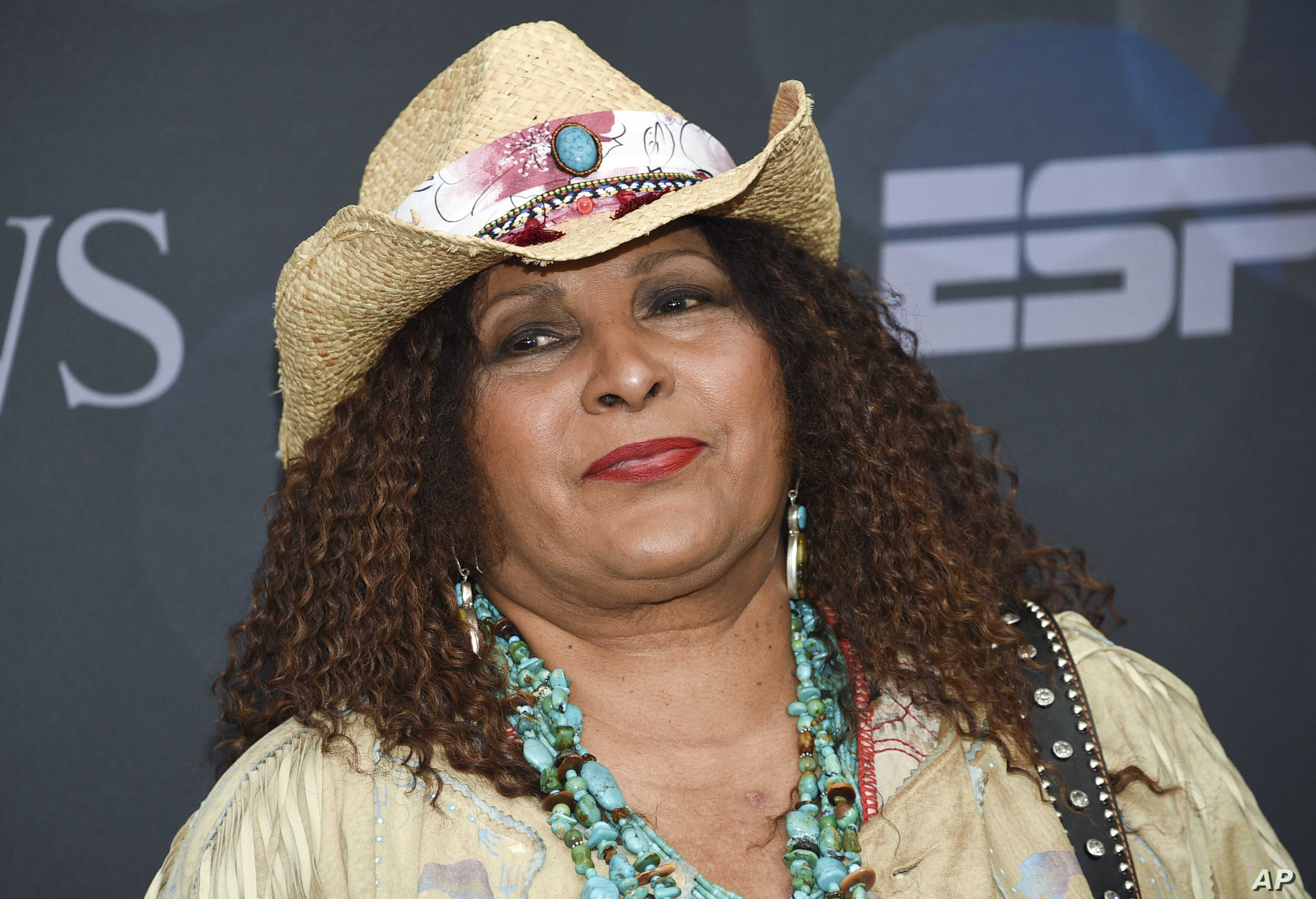 As Pam Grier Celebrates 70, She Finds Peace off the Grid   Voice ...