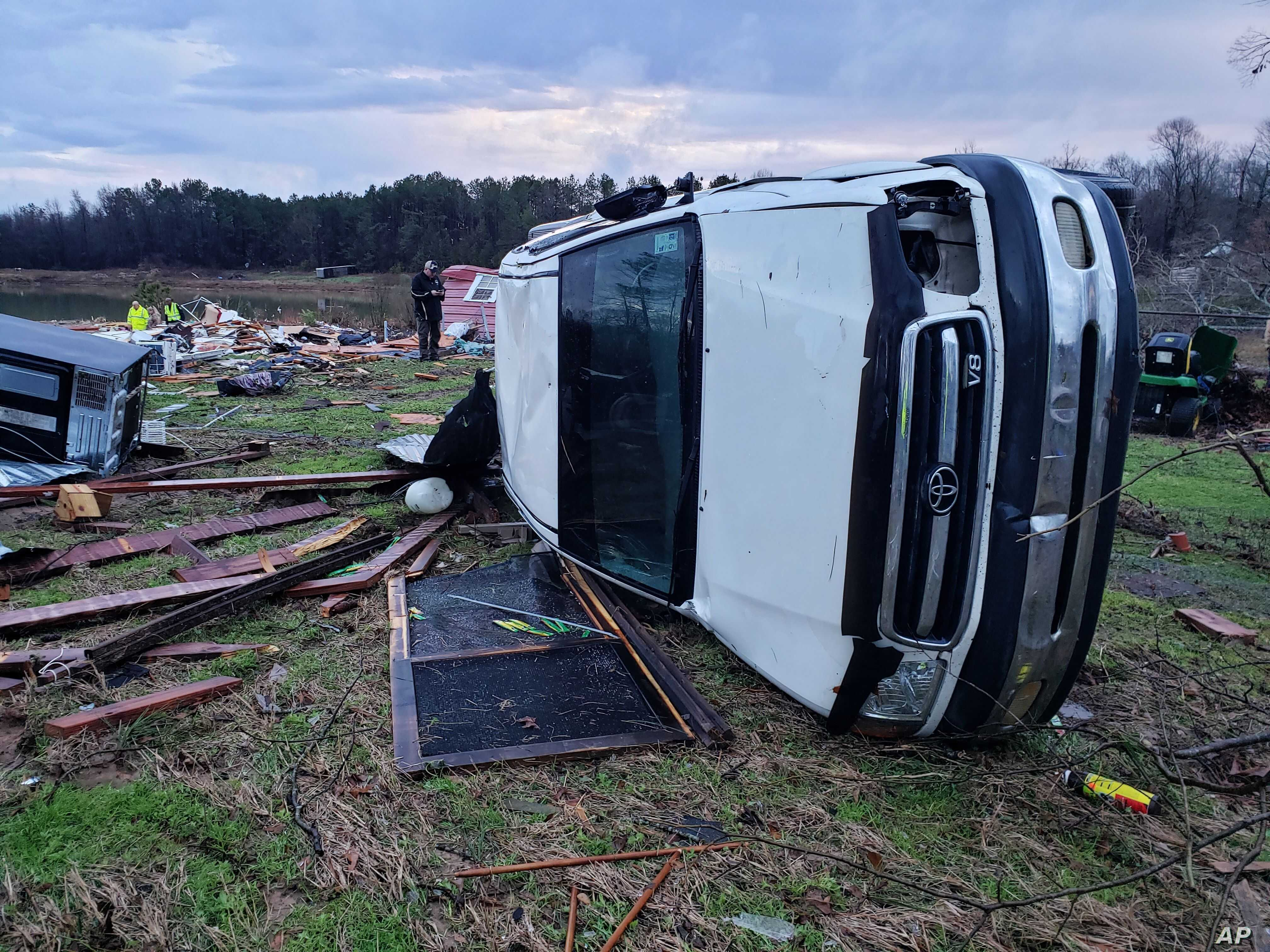 Storms sweep southern U.S., Midwest as death toll rises to 11