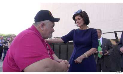 Luci Baines Johnson comforts Wayne McDowell, a disabled Vietnam vet. (G. Flakus/VOA)