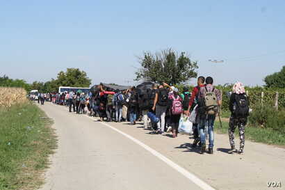 Families say they are already exhausted when they reach Croatia, and the long waits outside as Croatian authorities try to organize the process are grueling, Babska, Croatia, Sept 23, 2015 (VOA Photo By: H. Murdock)
