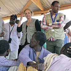 UN World Food Program Executive Director Josette Sheeran meets newly arrived Somali refugees at the Dadaab refugee camp, near the Kenya-Somalia, July 23, 2011