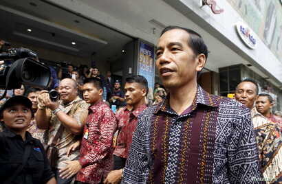 Indonesia's President Joko Widodo visits a department store located near Thursday's gun and bomb attack in central Jakarta, Jan. 15, 2016.