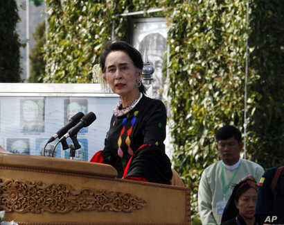 Myanmar State Counsellor Aung San Suu Kyi delivers a speech during Union Day celebrations in Panglong, Myanmar, Feb. 12, 2017. Suu Kyi has called on all armed ethnic groups to sign a nationwide ceasefire.