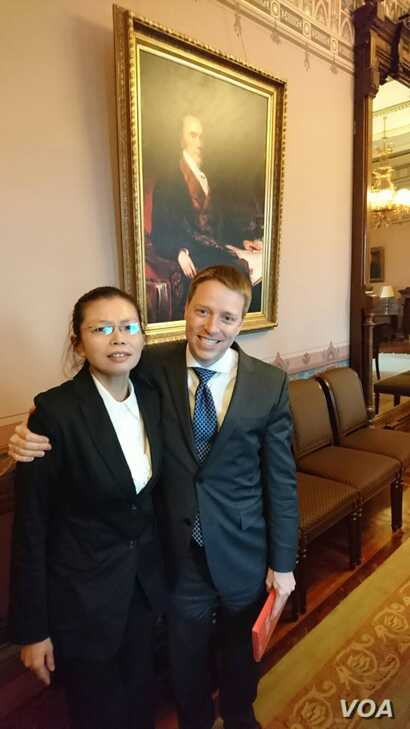 In a photo taken on May 19, Matthew Pottinger, White House National Security Council senior director for Asian affairs, shared his experience with Ching-yu Lee, May 19, 2017. (whereislee.org)