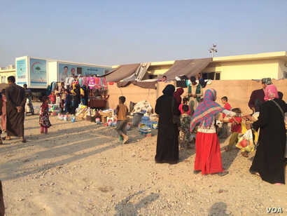 Many mothers who fled in recent weeks tell VOA they left because soaring prices and shortages of goods were threatening their families with starvation, in Debaga, Kurdistan, Iraq, Oct. 23, 2016. (VOA/H.Murdock)