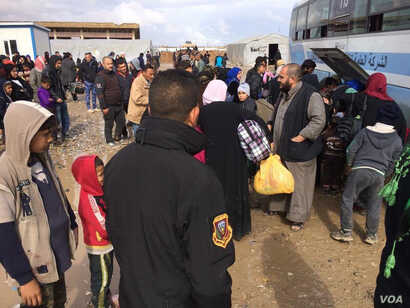 Thousands of families arrive at reception centers daily as they flee Mosul in Hammam Aleel, Iraq on March 19, 2017. (H.Murdock/VOA)