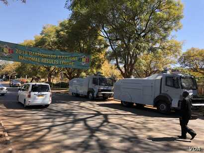 Police blocked the roads to the Zimbabwe Electoral Commission offices after protester rocked Harare, Aug. 1, 2018.