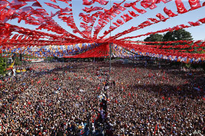 Supporters of Turkey's President Recep Tayyip Erdogan's ruling Justice and Development Party (AKP) attend an election rally for the upcoming June 24 elections, in Gaziantep, eastern Turkey, Thursday, June 21, 2018.
