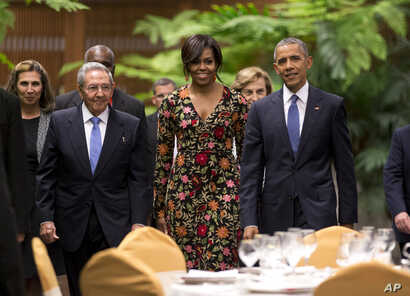 President Barack Obama, right, and first lady Michelle arrive for a state dinner with Cuba's President Raul Castro, left, at the Palace of the Revolution in Havana, March 21, 2016.