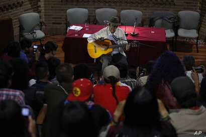 """Students listen to former rebel Julian Conrado,  """"The FARC singer,"""" before holding he speaks at the National University in Bogota, Colombia, April 27, 2017."""