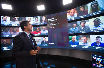 Harvard Business School Professor Bharat Anand demonstrates an online classroom that allows real-time discussion between professors and students from around the world.