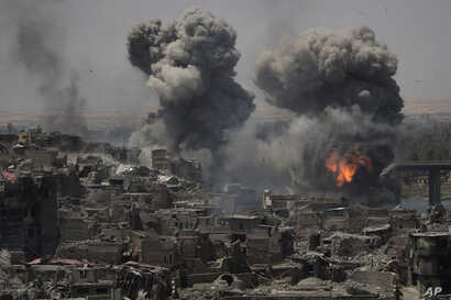 """Airstrikes target Islamic State positions on the edge of the Old City a day after Iraq's prime minister declared """"total victory"""" in Mosul, July 11, 2017."""
